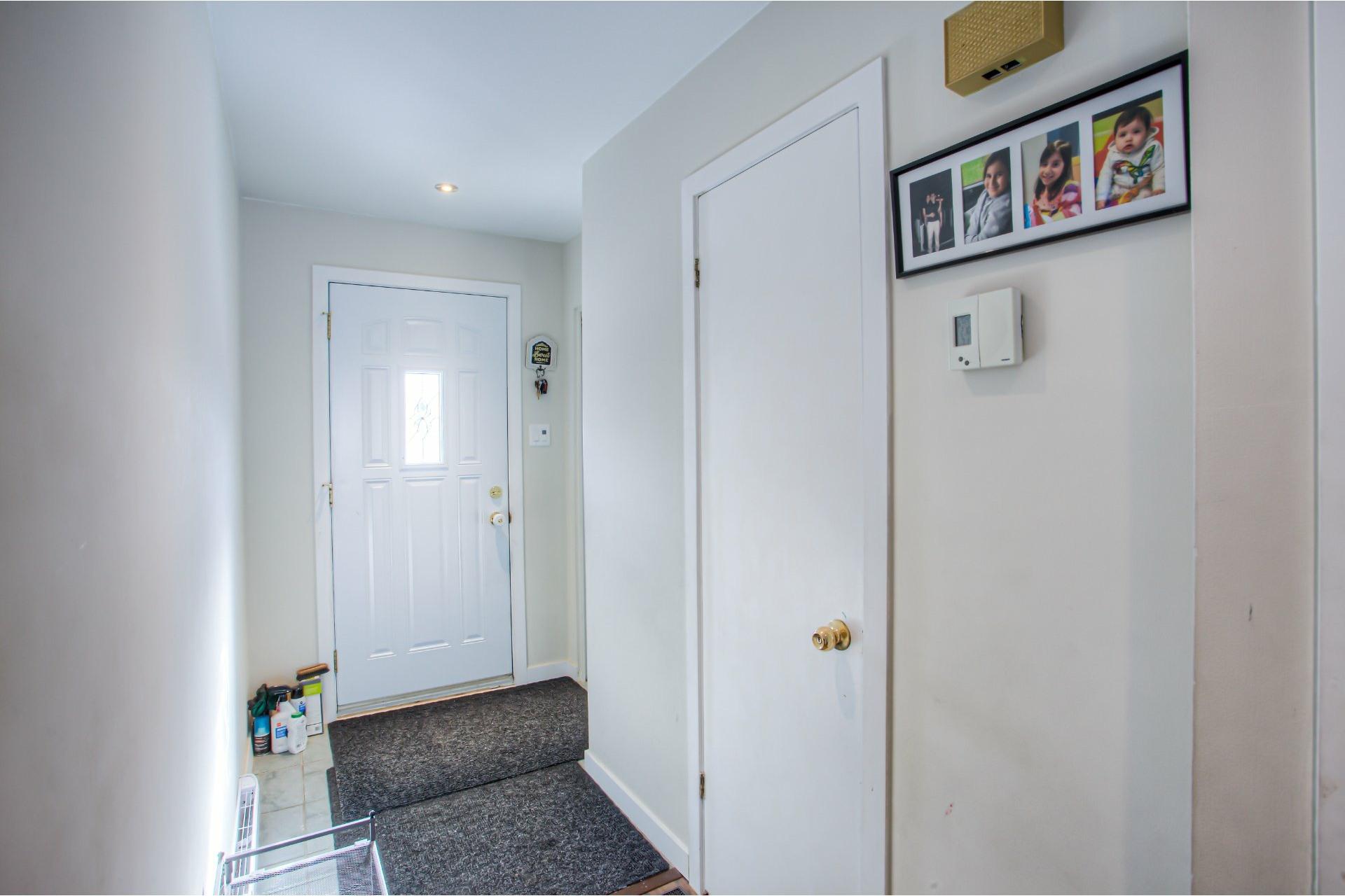 image 2 - House For rent Pierrefonds-Roxboro Montréal  - 9 rooms