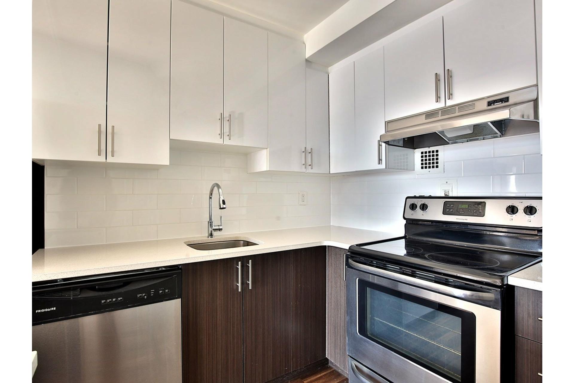 image 6 - Apartment For rent Le Plateau-Mont-Royal Montréal  - 5 rooms