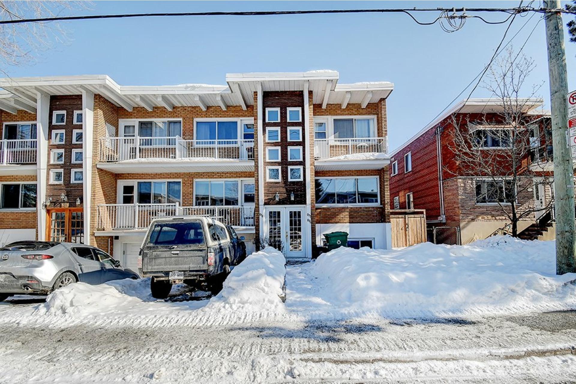 image 0 - Triplex For sale LaSalle Montréal  - 9 rooms