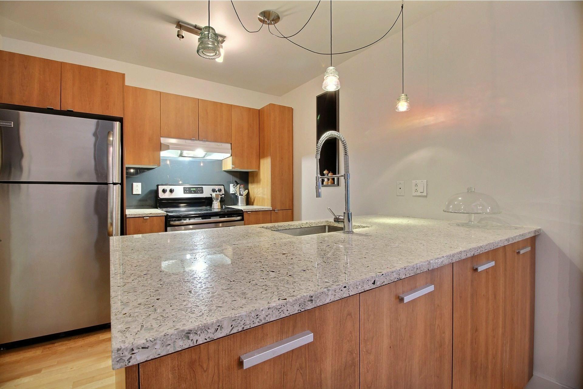 image 5 - Apartment For rent Mercier/Hochelaga-Maisonneuve Montréal  - 5 rooms