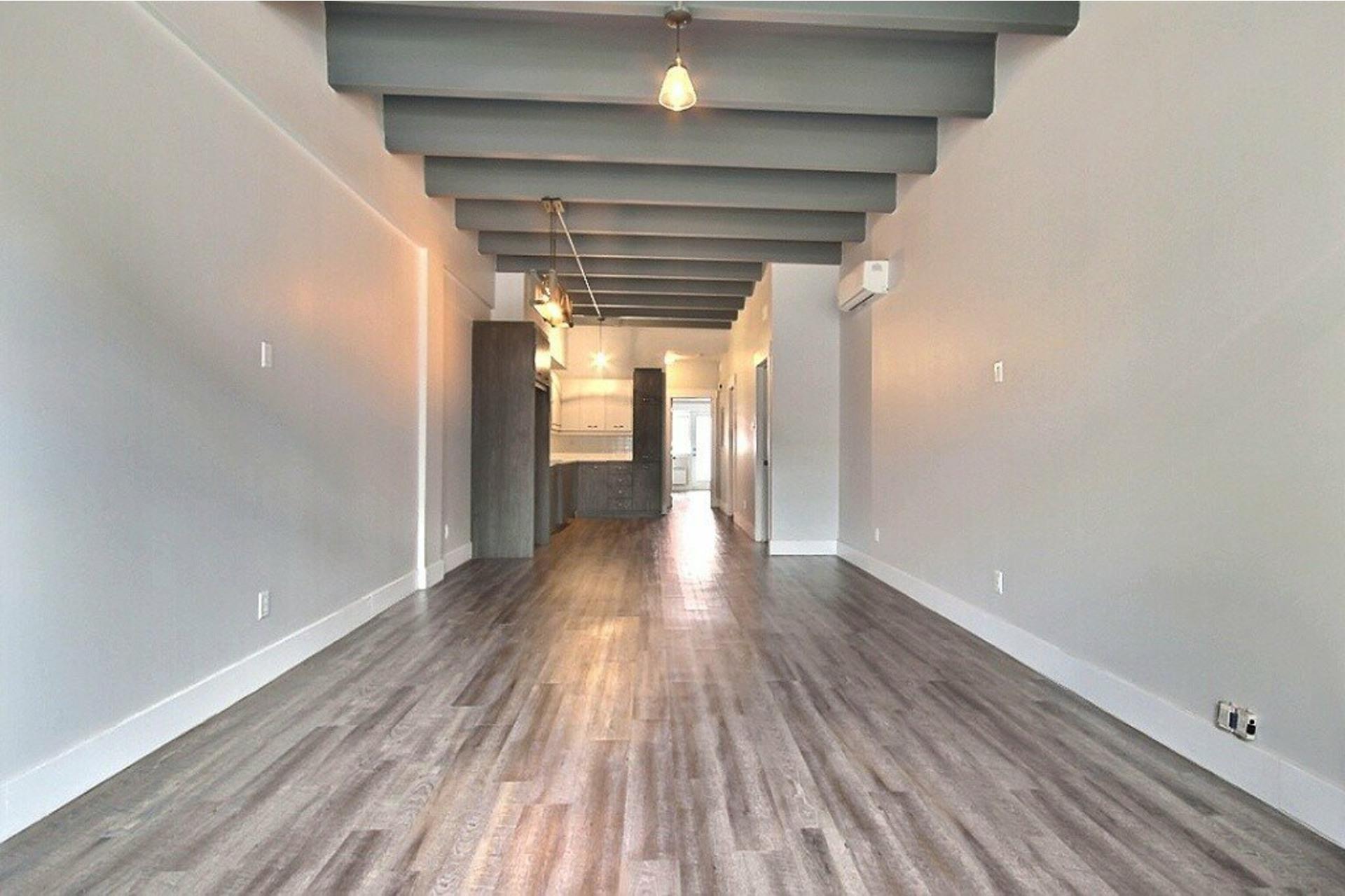 image 2 - Apartment For rent LaSalle Montréal  - 5 rooms