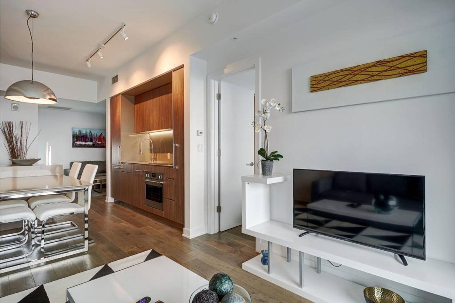 image 1 - Appartement À louer Ville-Marie Montréal  - 4 pièces