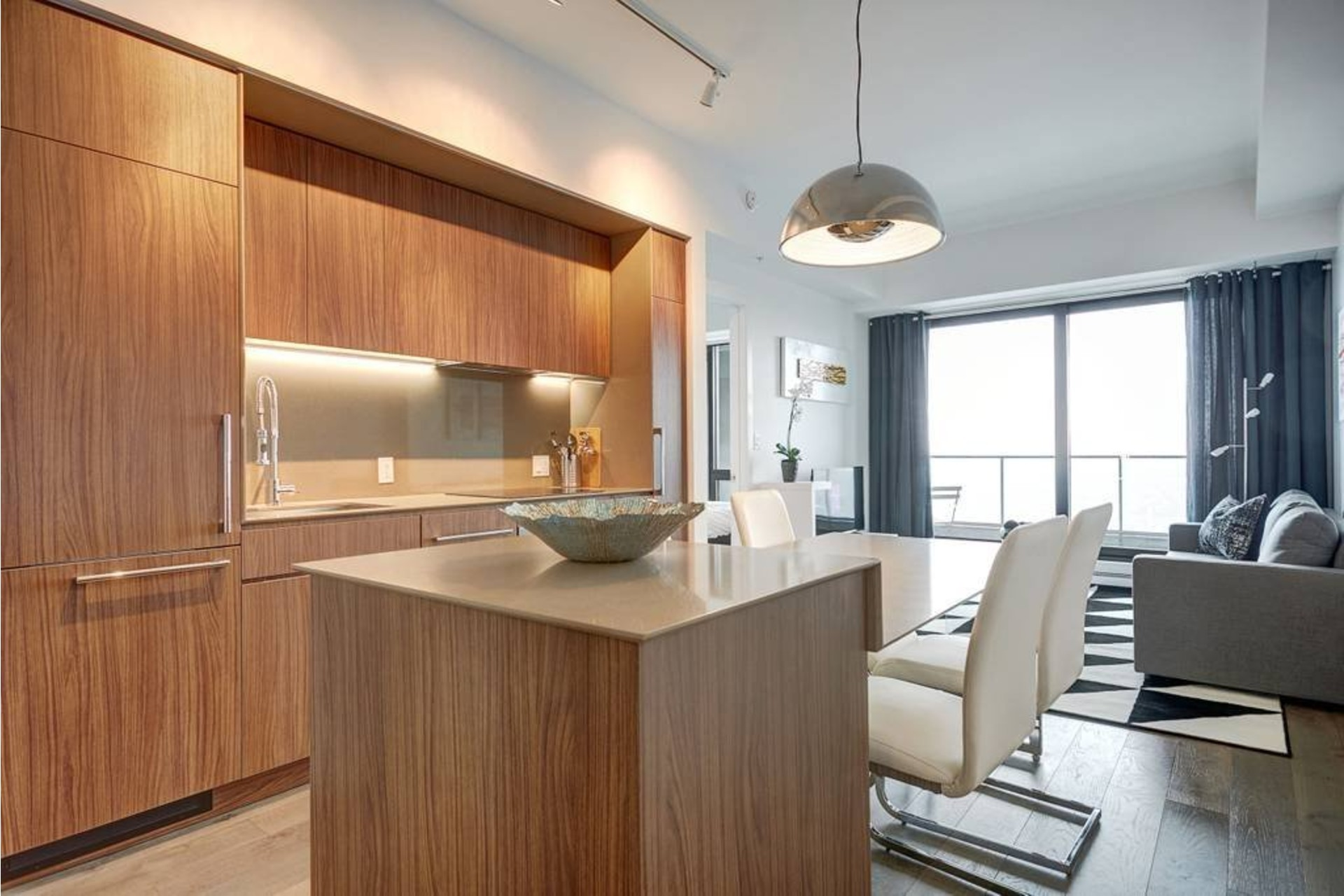 image 0 - Appartement À louer Ville-Marie Montréal  - 4 pièces