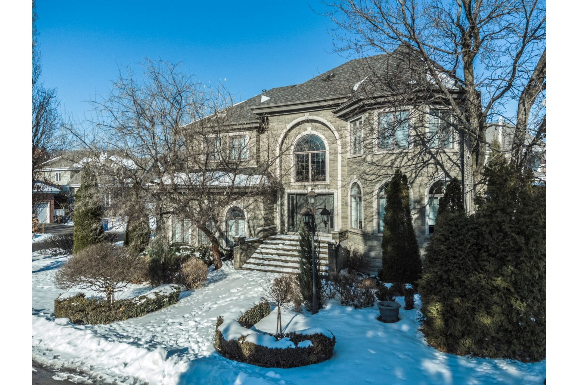 image 1 - House For sale Brossard - 17 rooms