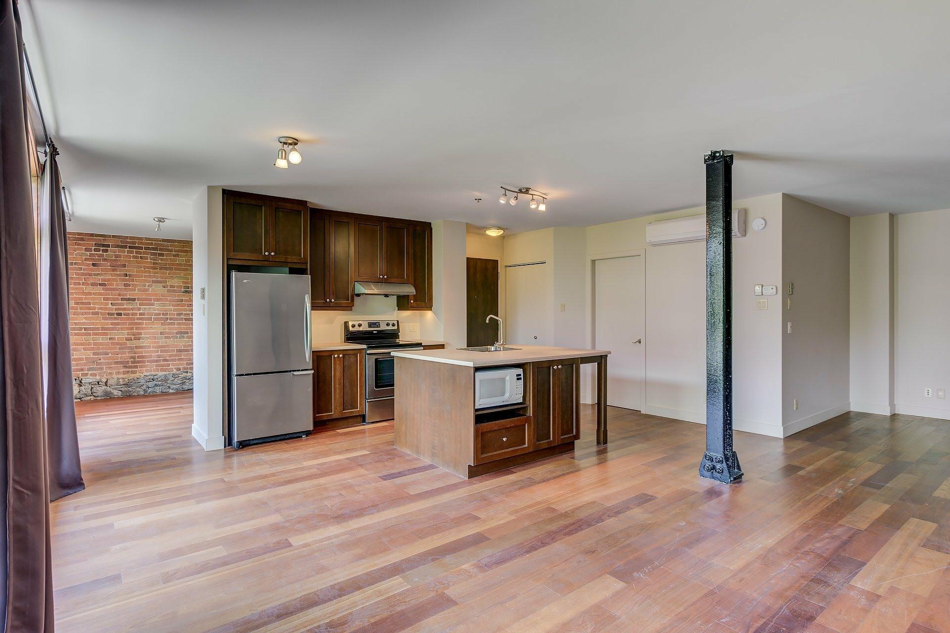 image 1 - Apartment For rent Ville-Marie Montréal  - 4 rooms