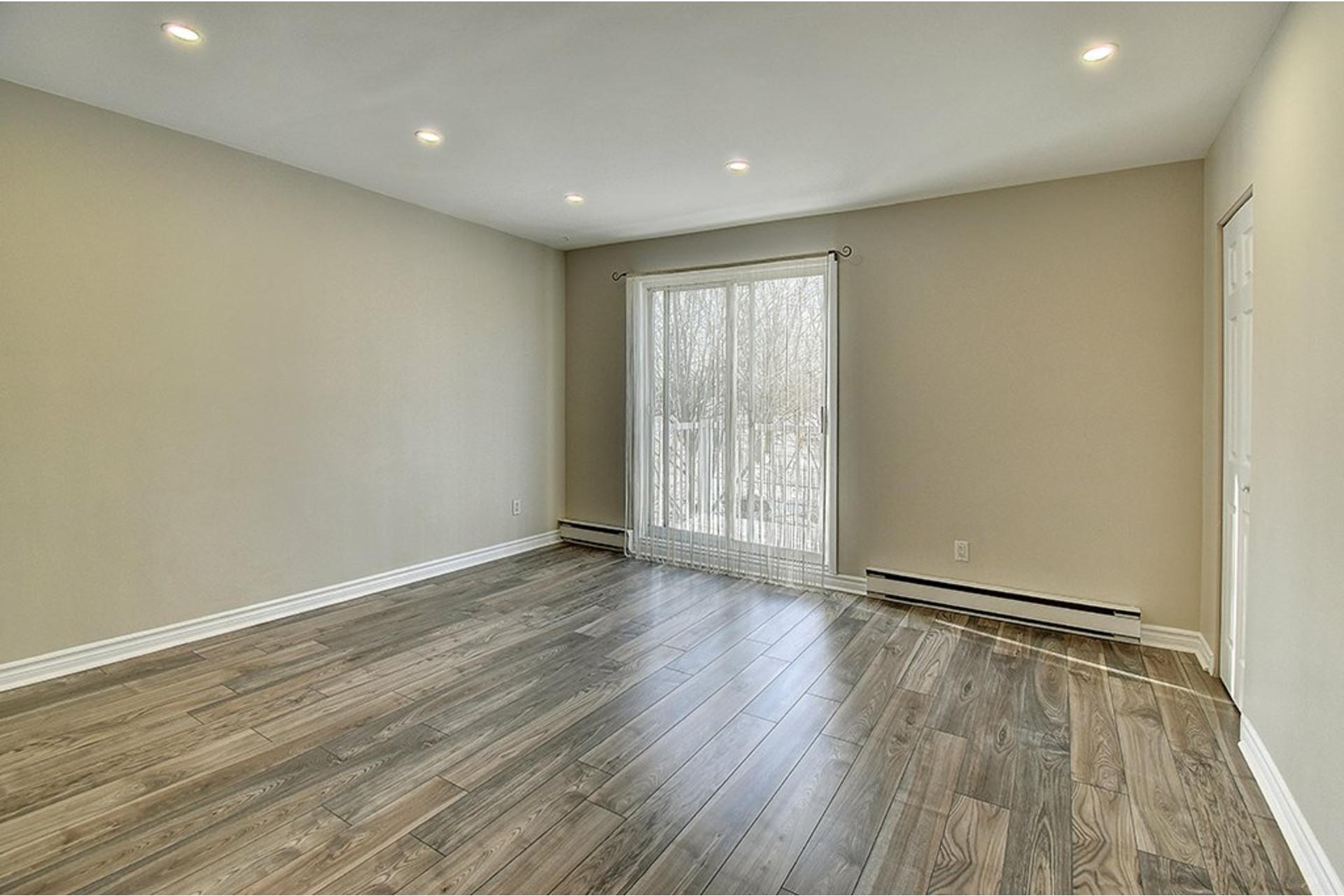 image 2 - Apartment For rent Le Sud-Ouest Montréal  - 5 rooms