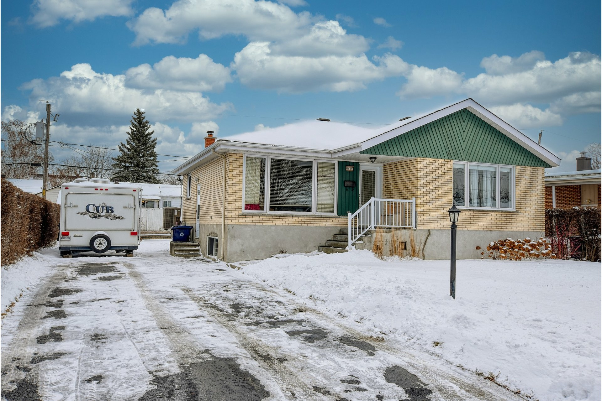 image 0 - House For sale Fabreville Laval  - 11 rooms