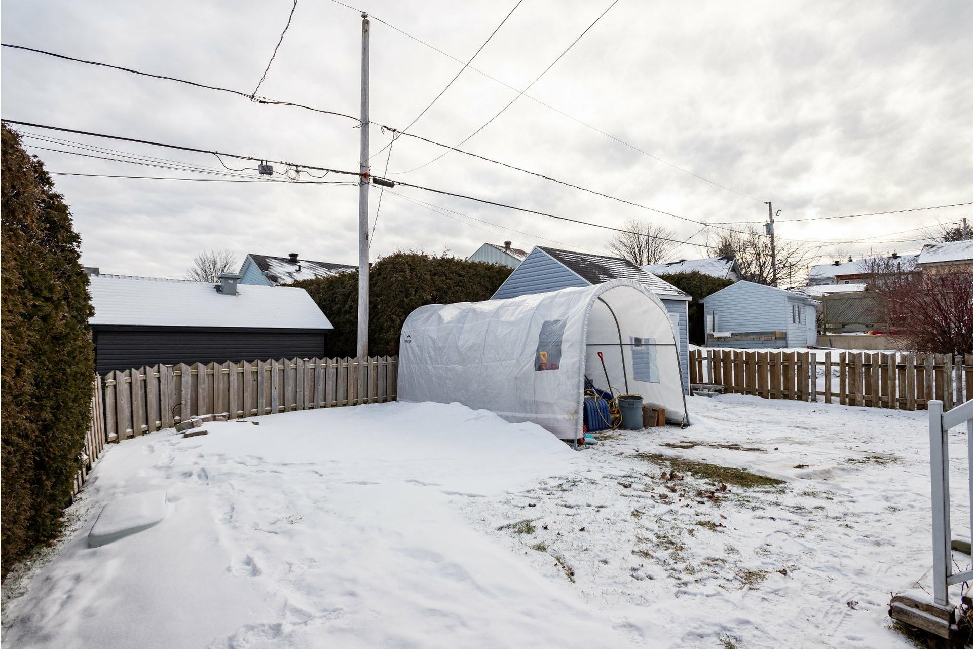 image 2 - House For sale La Haute-Saint-Charles Québec  - 9 rooms