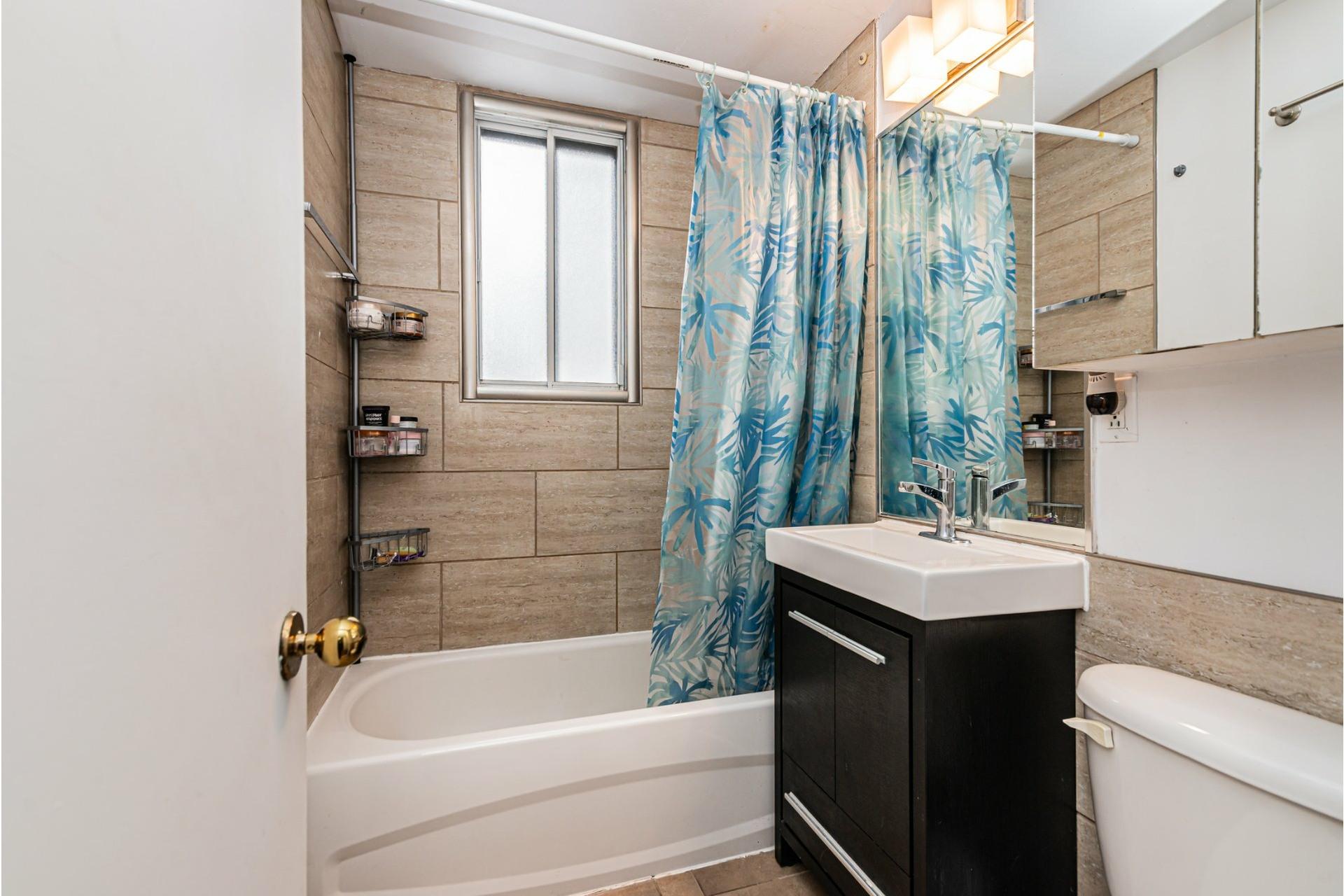 image 18 - Appartement À vendre Côte-des-Neiges/Notre-Dame-de-Grâce Montréal  - 5 pièces