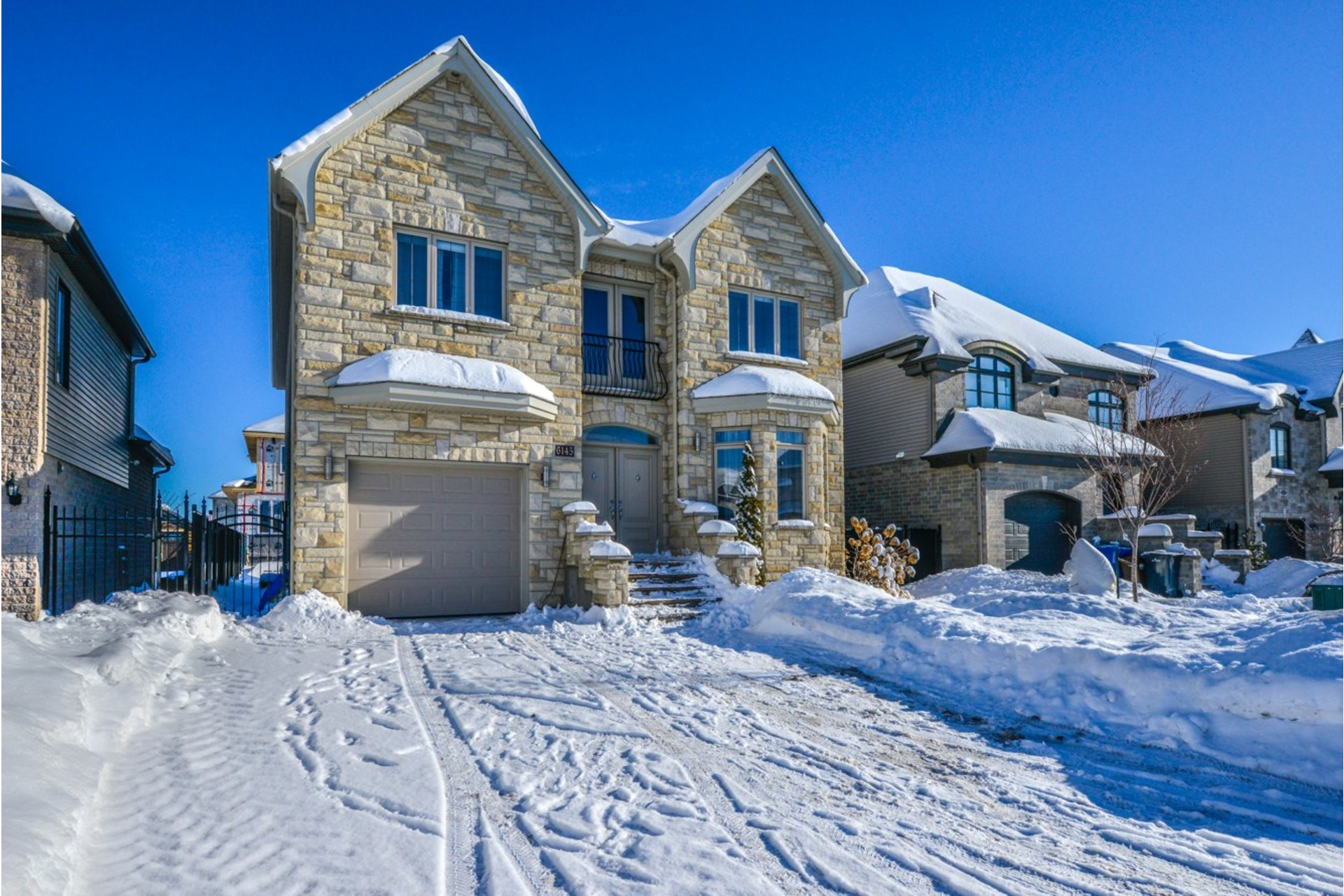 image 2 - House For sale Brossard - 19 rooms