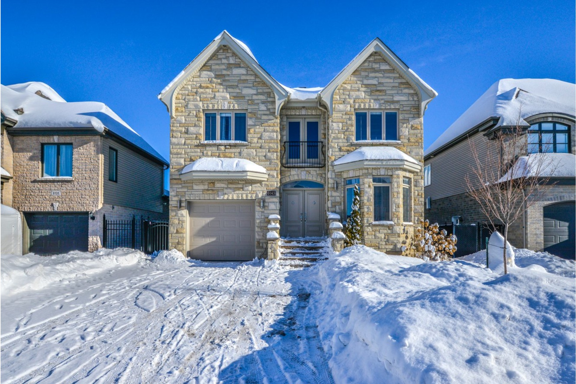 image 1 - House For sale Brossard - 19 rooms