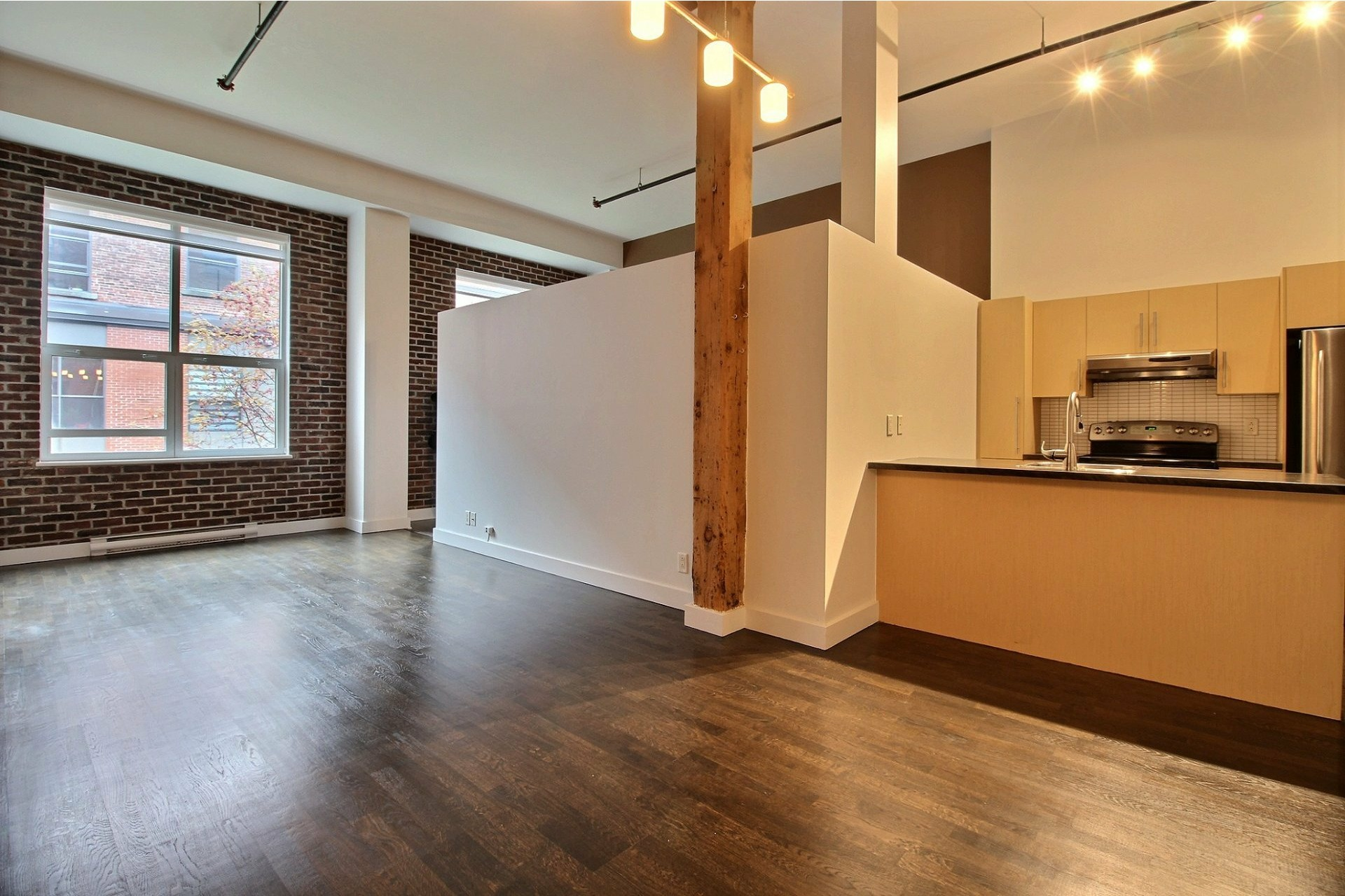 image 1 - Apartment For rent Mercier/Hochelaga-Maisonneuve Montréal  - 6 rooms