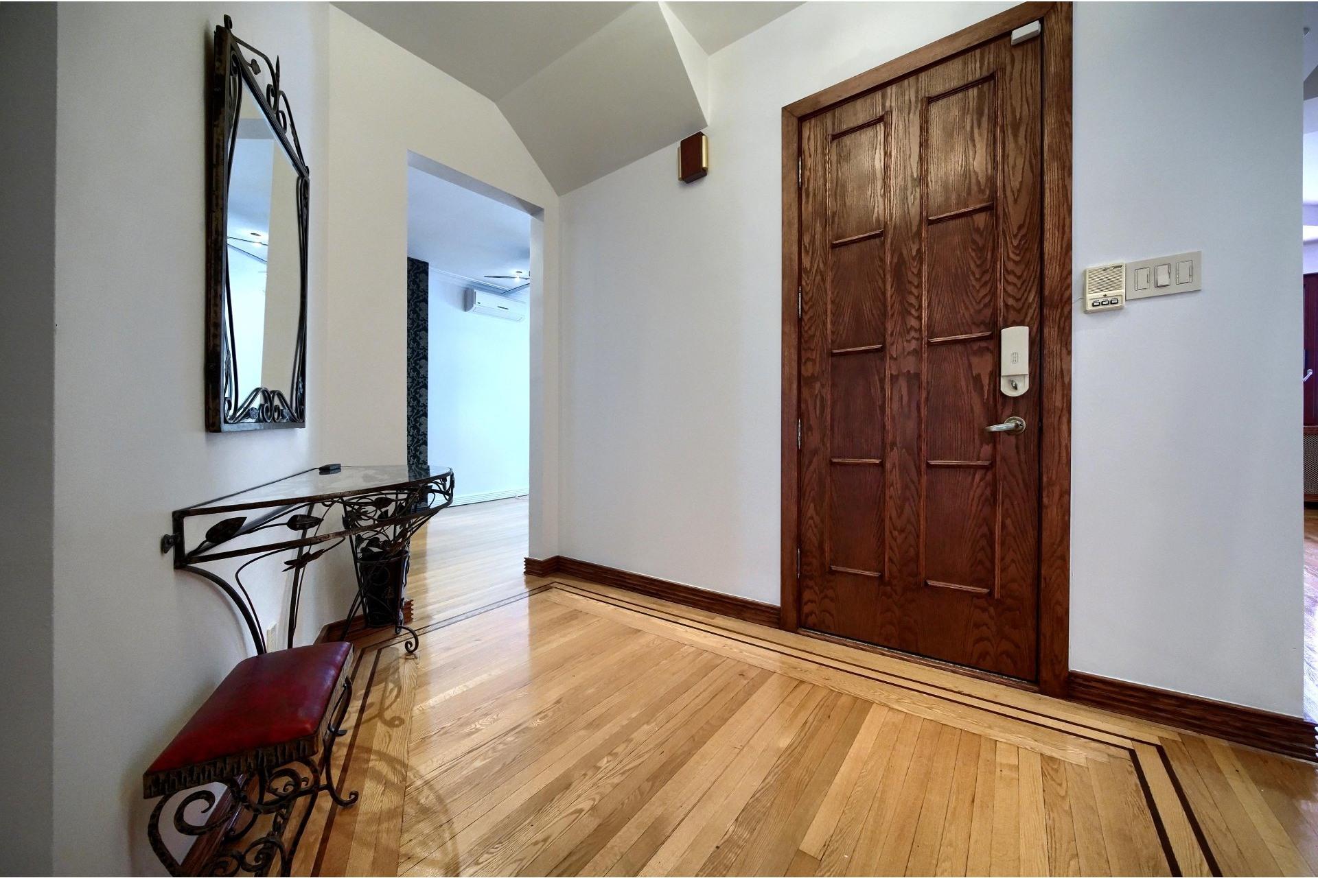 image 4 - Apartment For rent Ville-Marie Montréal  - 10 rooms