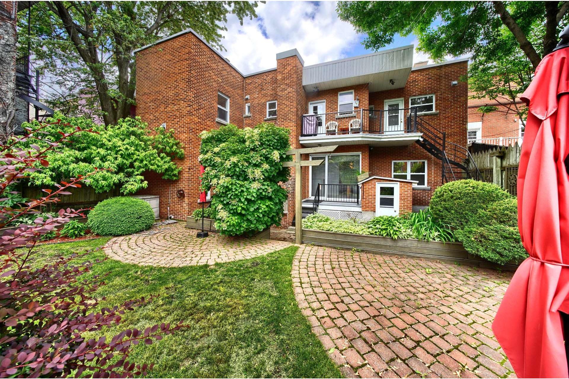 image 1 - Apartment For rent Ville-Marie Montréal  - 10 rooms