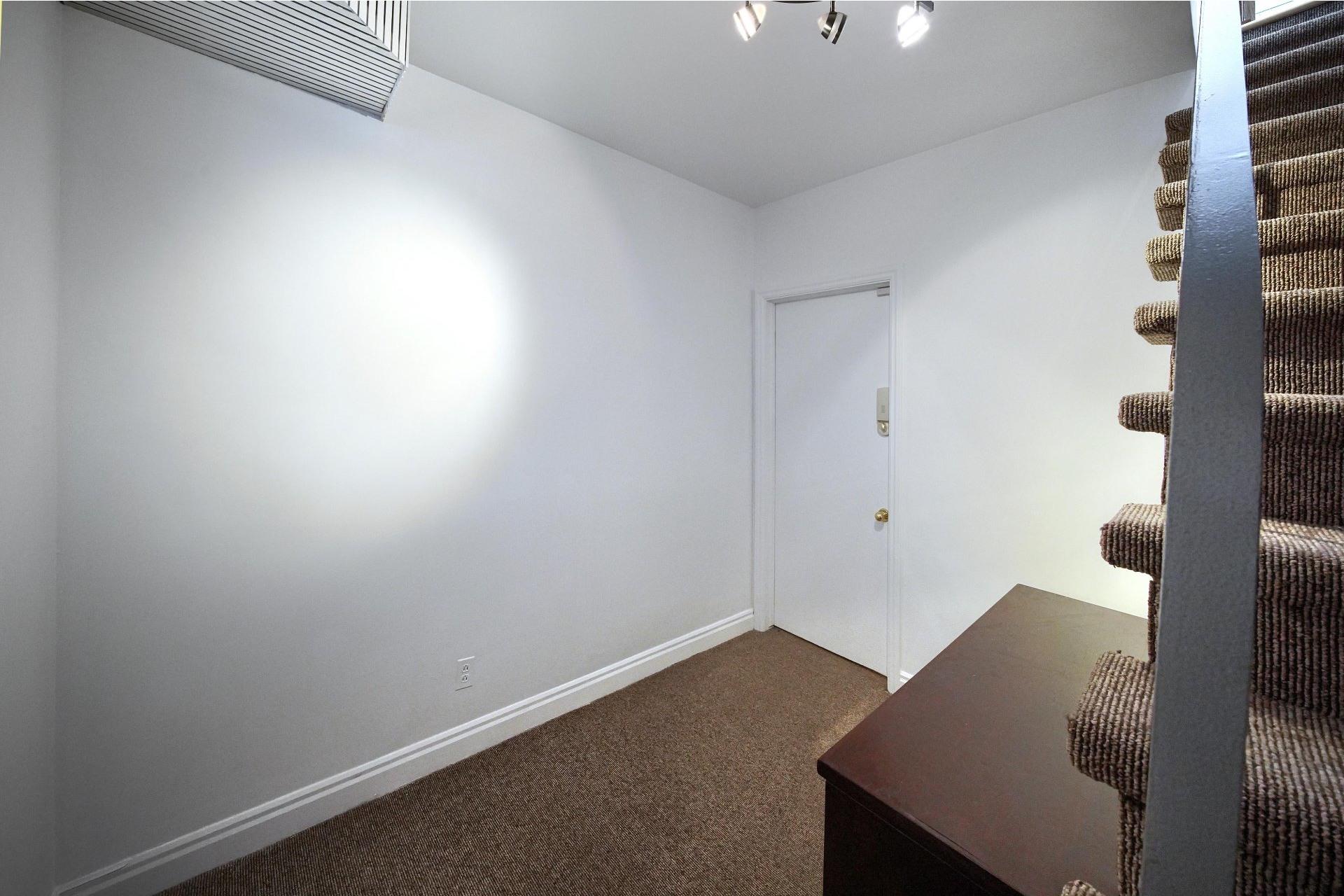 image 16 - Apartment For rent Ville-Marie Montréal  - 10 rooms