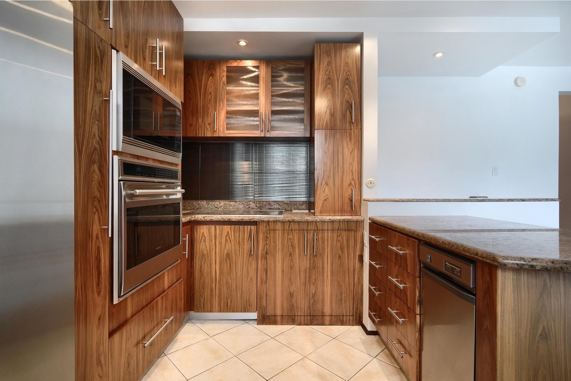 image 6 - Apartment For rent Ville-Marie Montréal  - 10 rooms