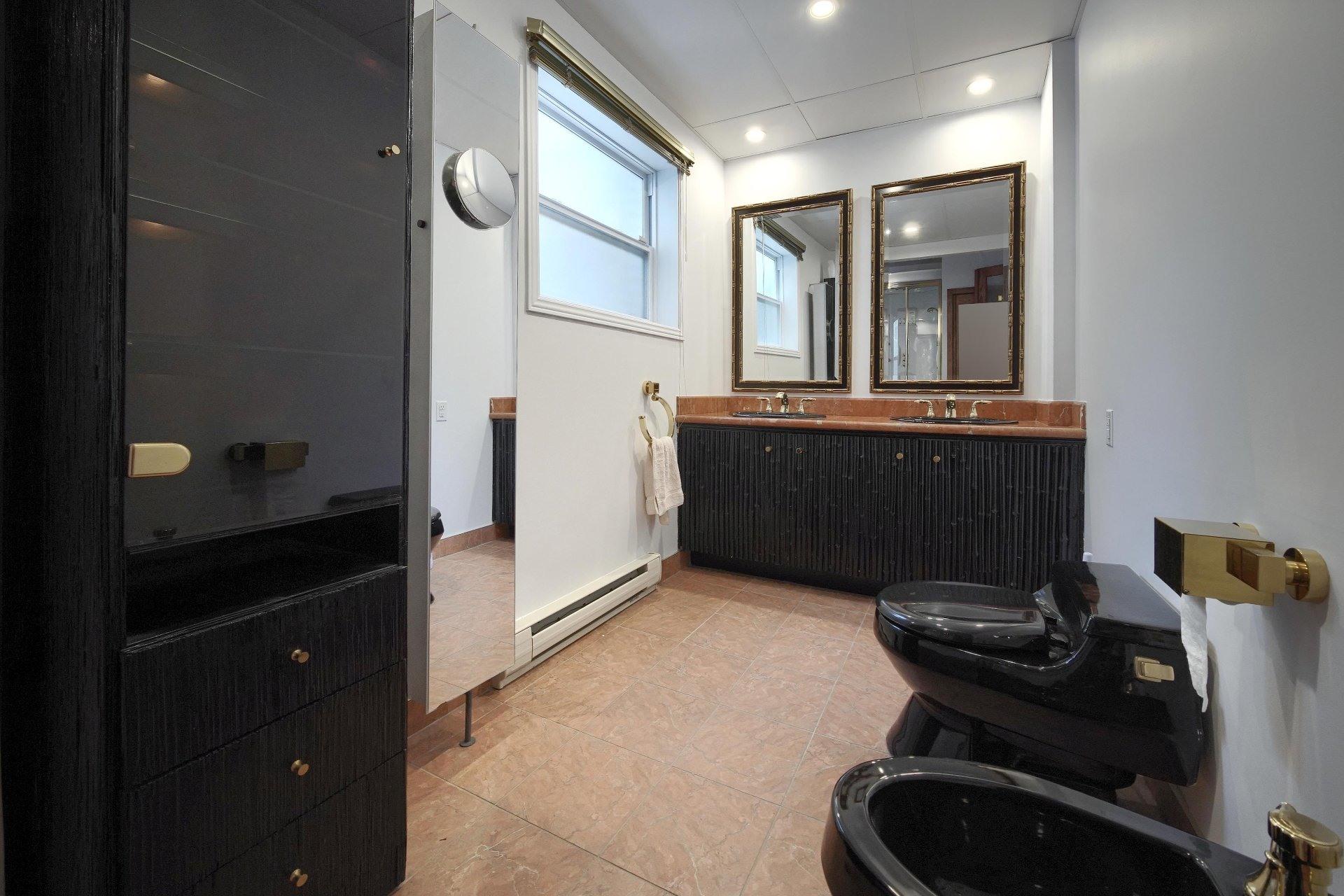 image 22 - Apartment For rent Ville-Marie Montréal  - 10 rooms