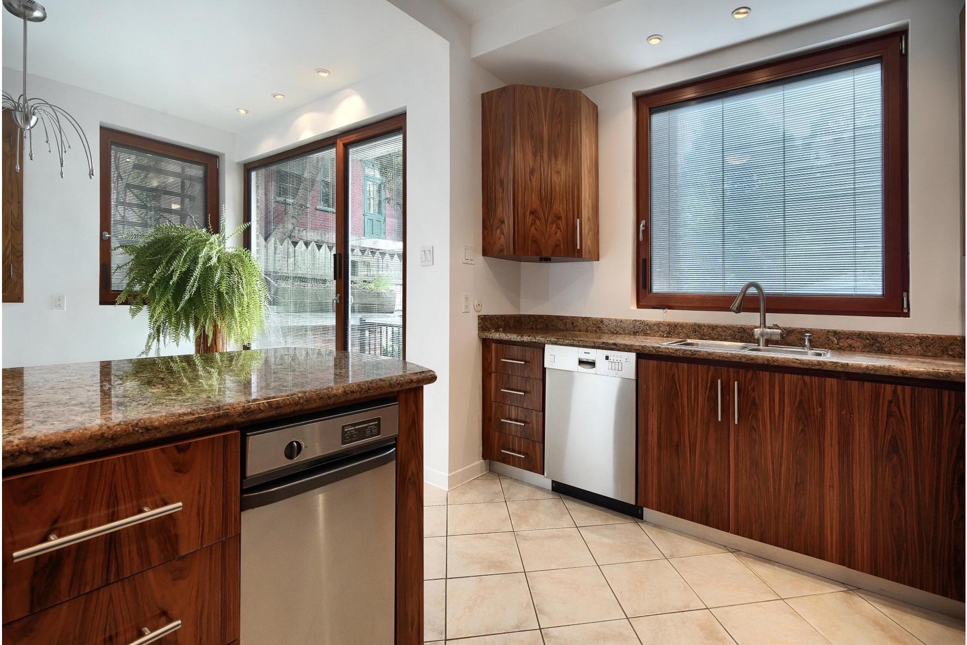 image 7 - Apartment For rent Ville-Marie Montréal  - 10 rooms