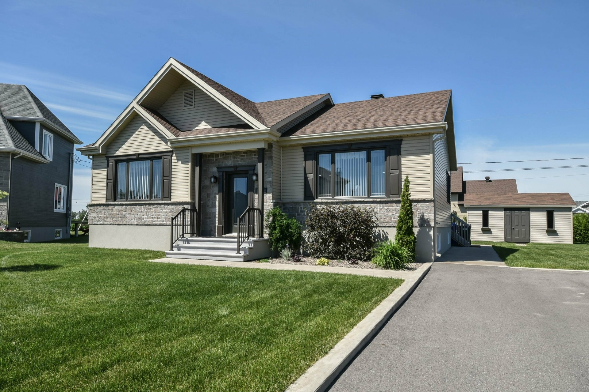 image 0 - House For sale Louiseville - 11 rooms