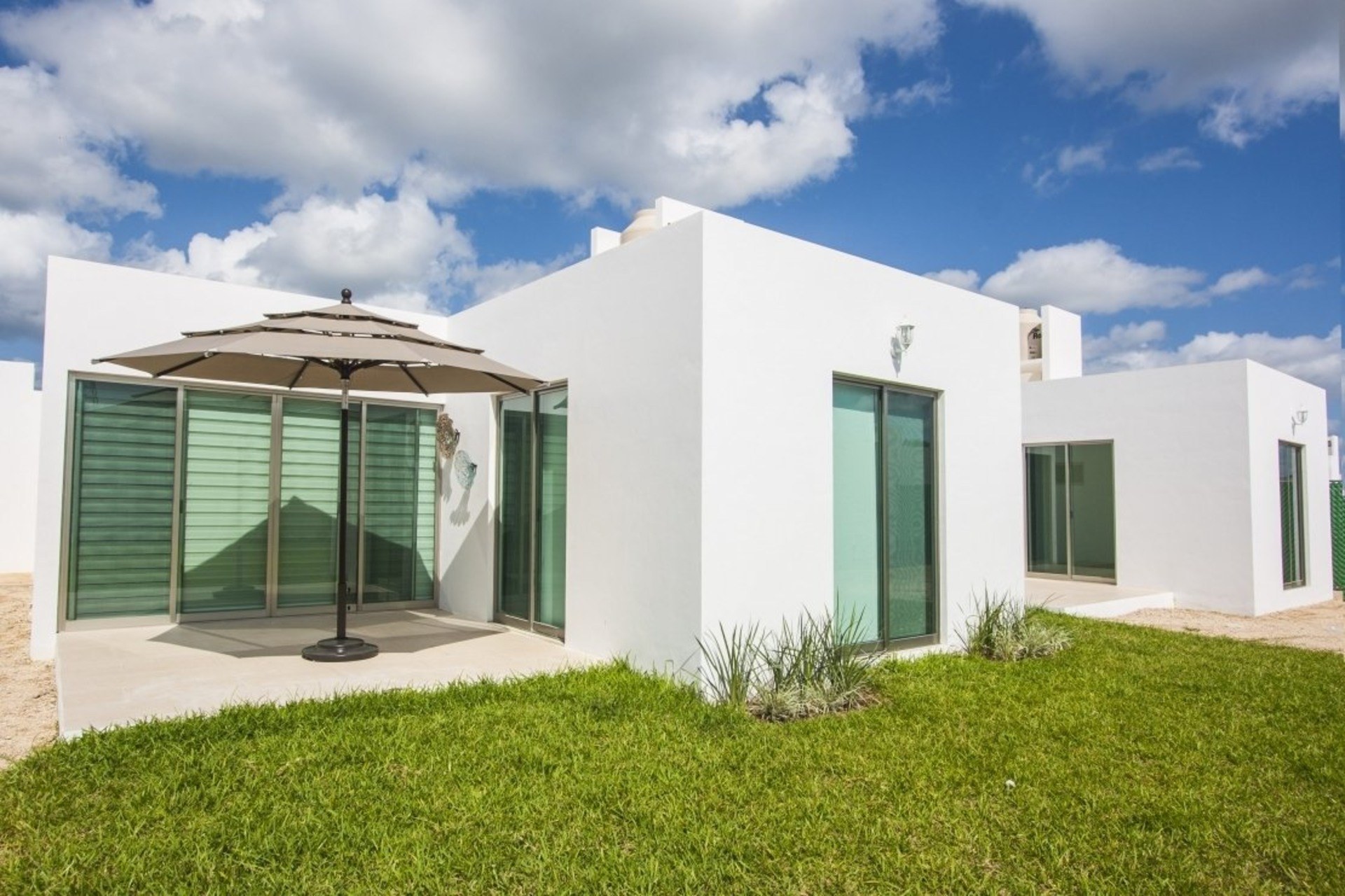 image 1 - House For sale Autres pays / Other countries - 5 rooms