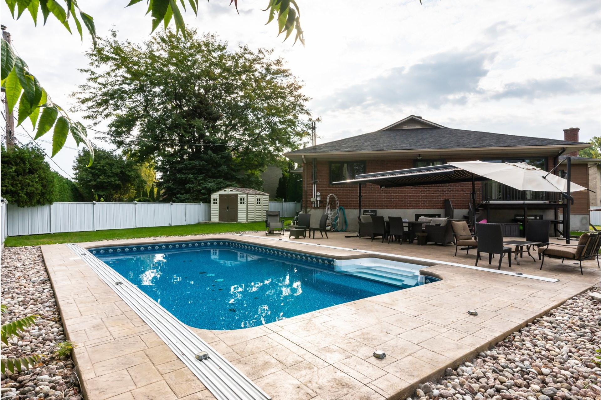 image 1 - House For sale Dorval - 16 rooms