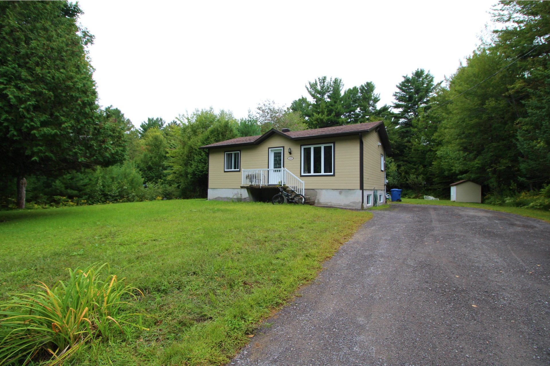 image 0 - House For sale Saint-Lin/Laurentides - 8 rooms