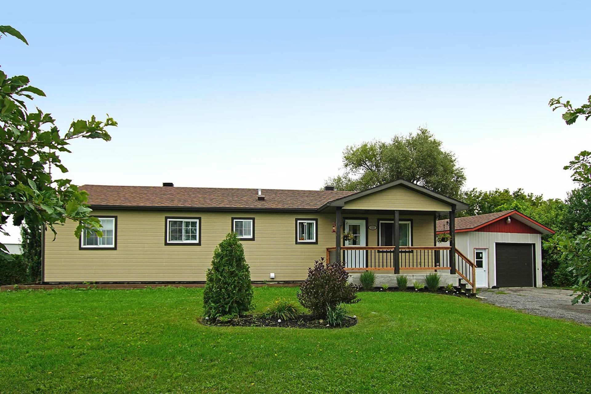 image 0 - House For sale Saint-Roch-de-l'Achigan - 8 rooms