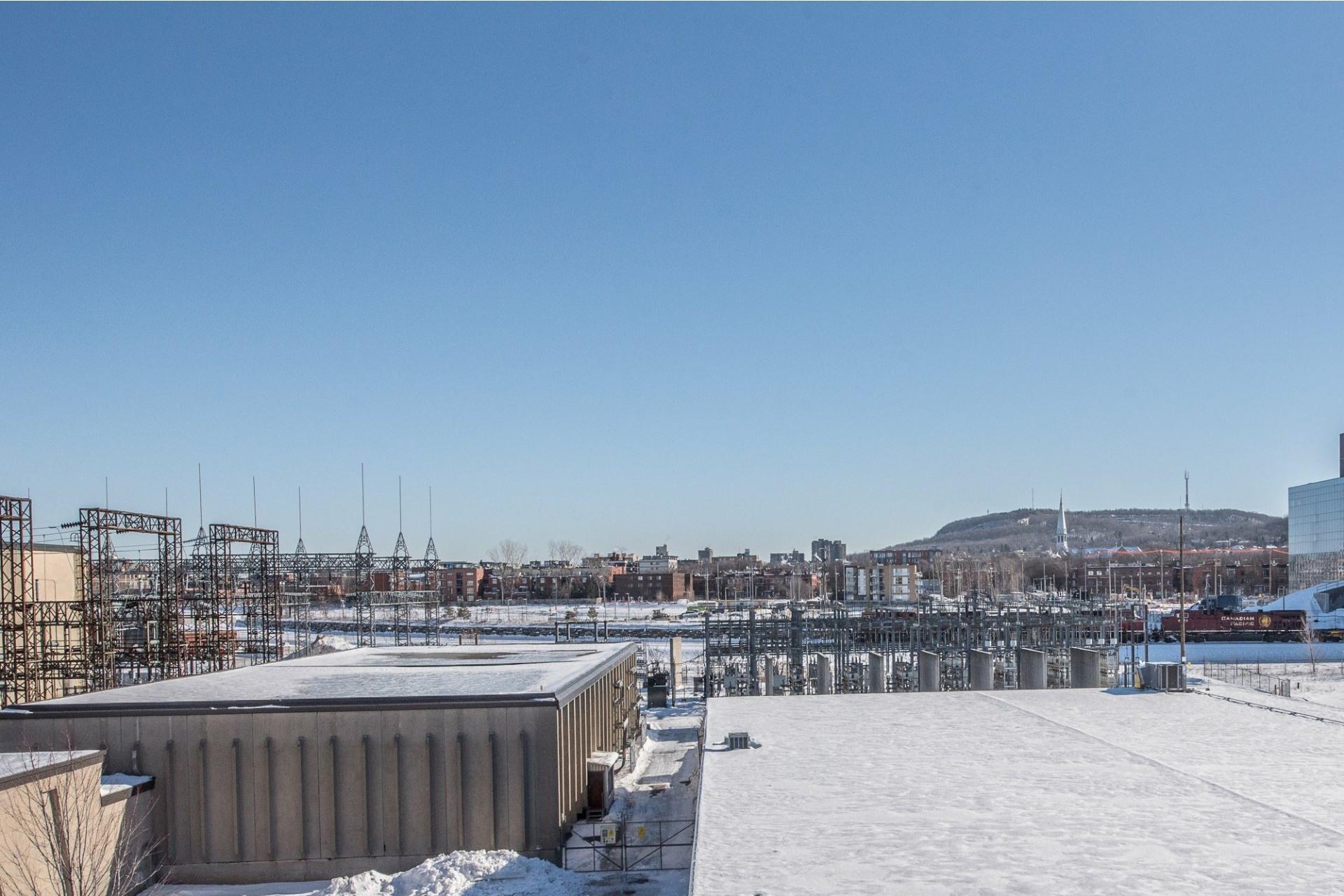 image 19 - Apartment For rent Villeray/Saint-Michel/Parc-Extension Montréal  - 5 rooms