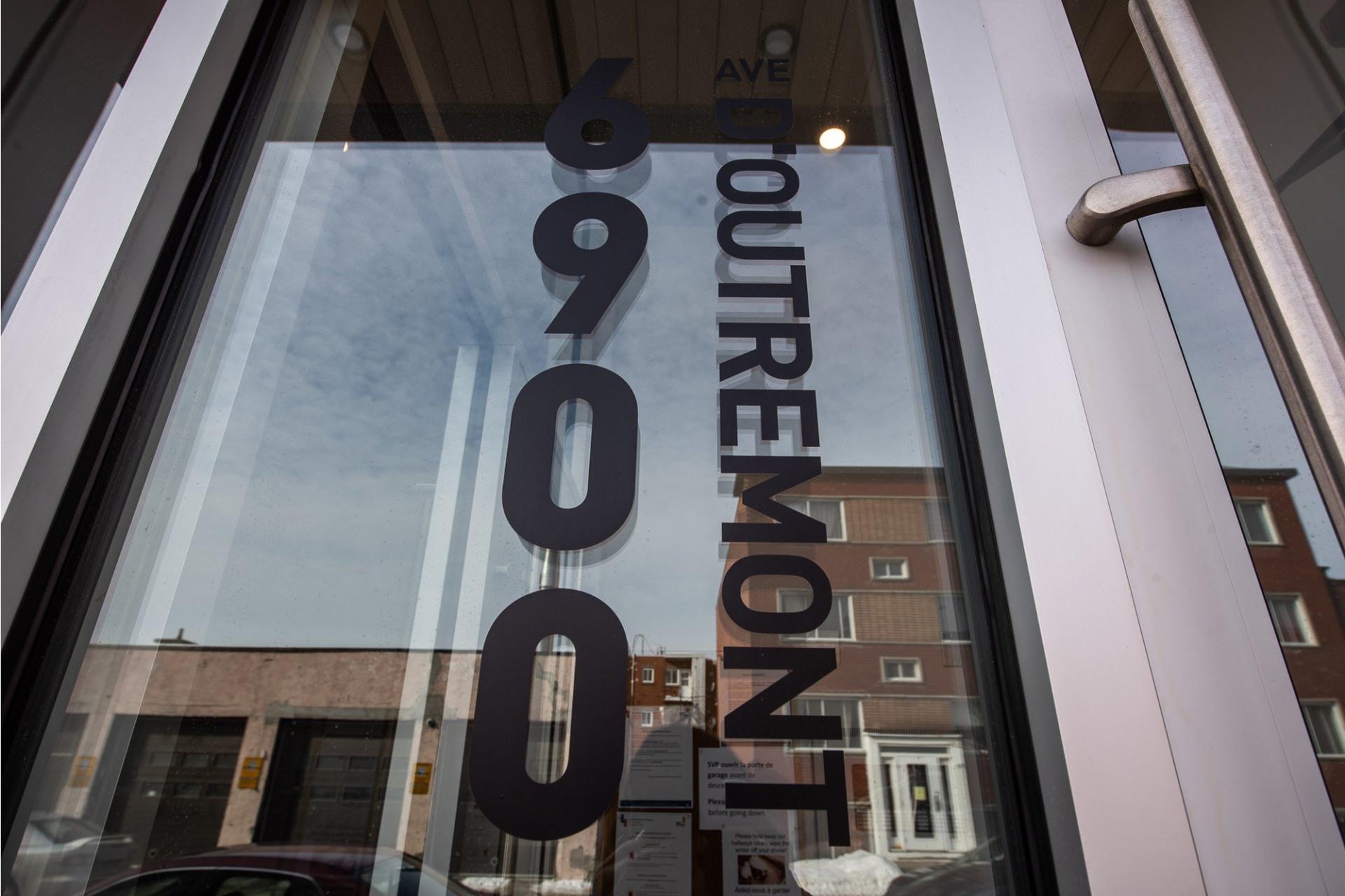 image 1 - Apartment For rent Villeray/Saint-Michel/Parc-Extension Montréal  - 5 rooms