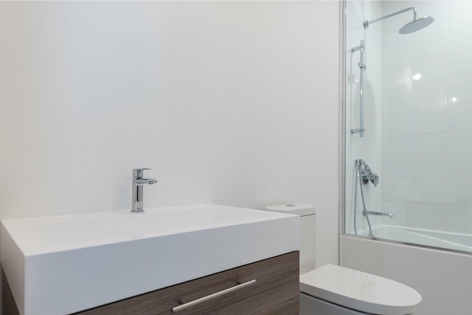 image 11 - Apartment For rent Villeray/Saint-Michel/Parc-Extension Montréal  - 5 rooms