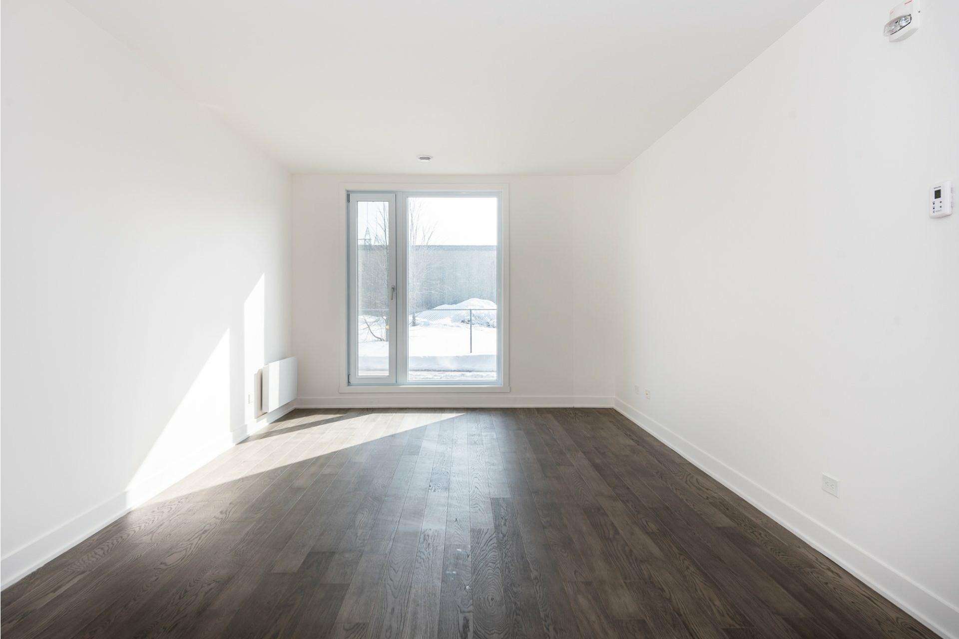 image 10 - Apartment For rent Villeray/Saint-Michel/Parc-Extension Montréal  - 5 rooms