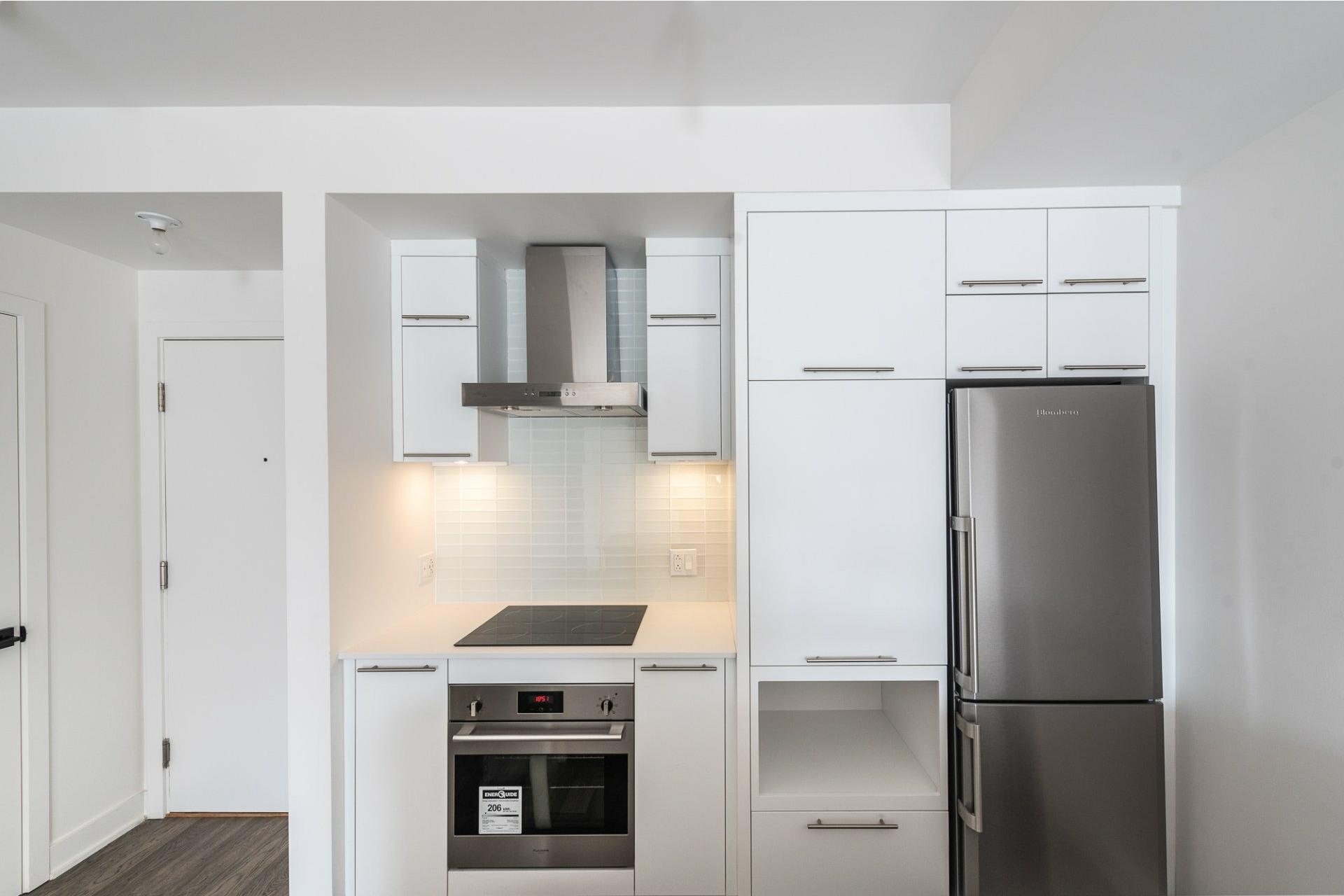 image 6 - Apartment For rent Villeray/Saint-Michel/Parc-Extension Montréal  - 5 rooms