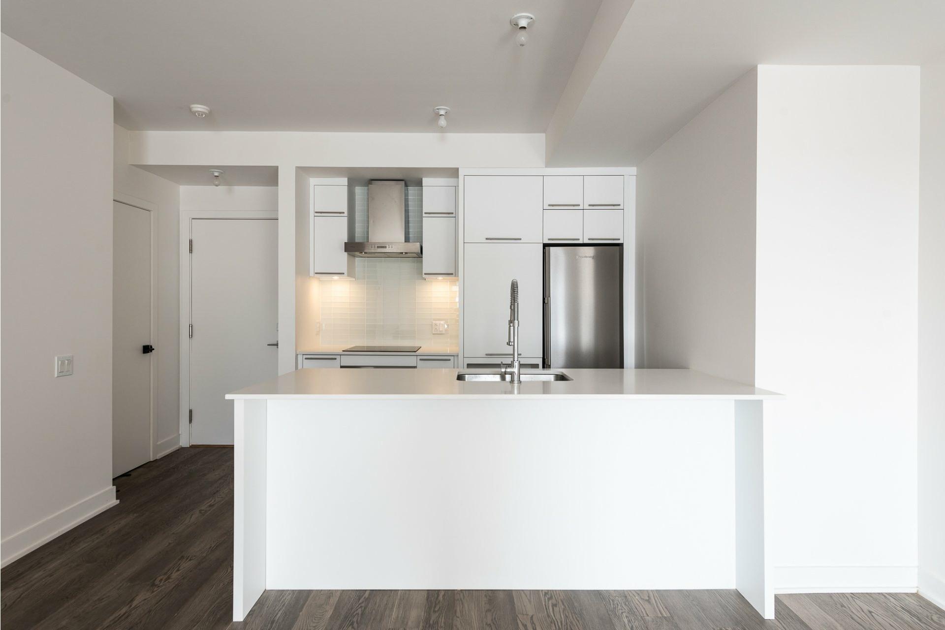 image 3 - Apartment For rent Villeray/Saint-Michel/Parc-Extension Montréal  - 5 rooms