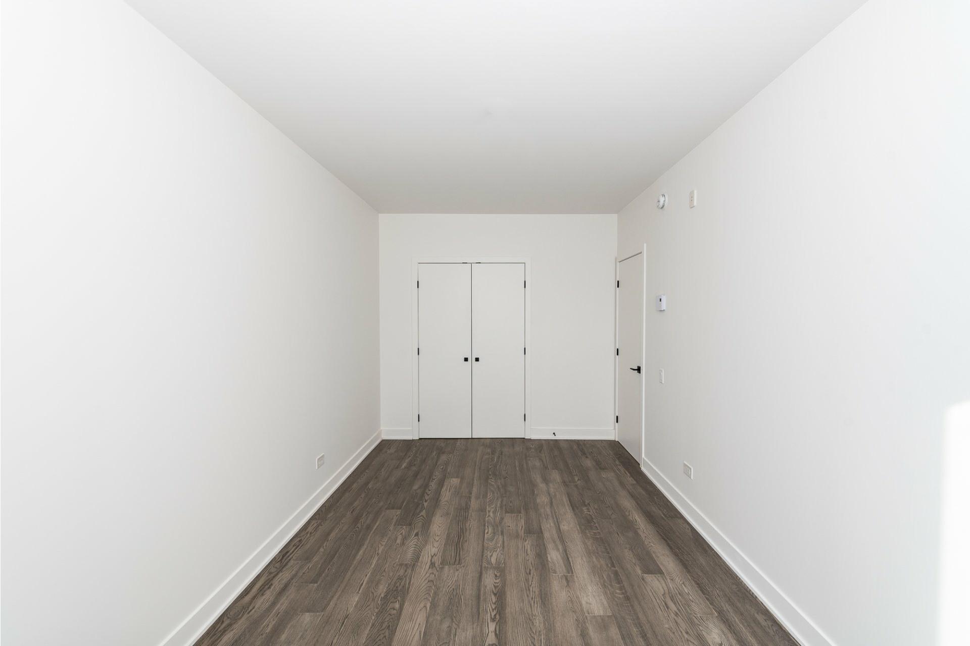 image 18 - Apartment For rent Villeray/Saint-Michel/Parc-Extension Montréal  - 5 rooms