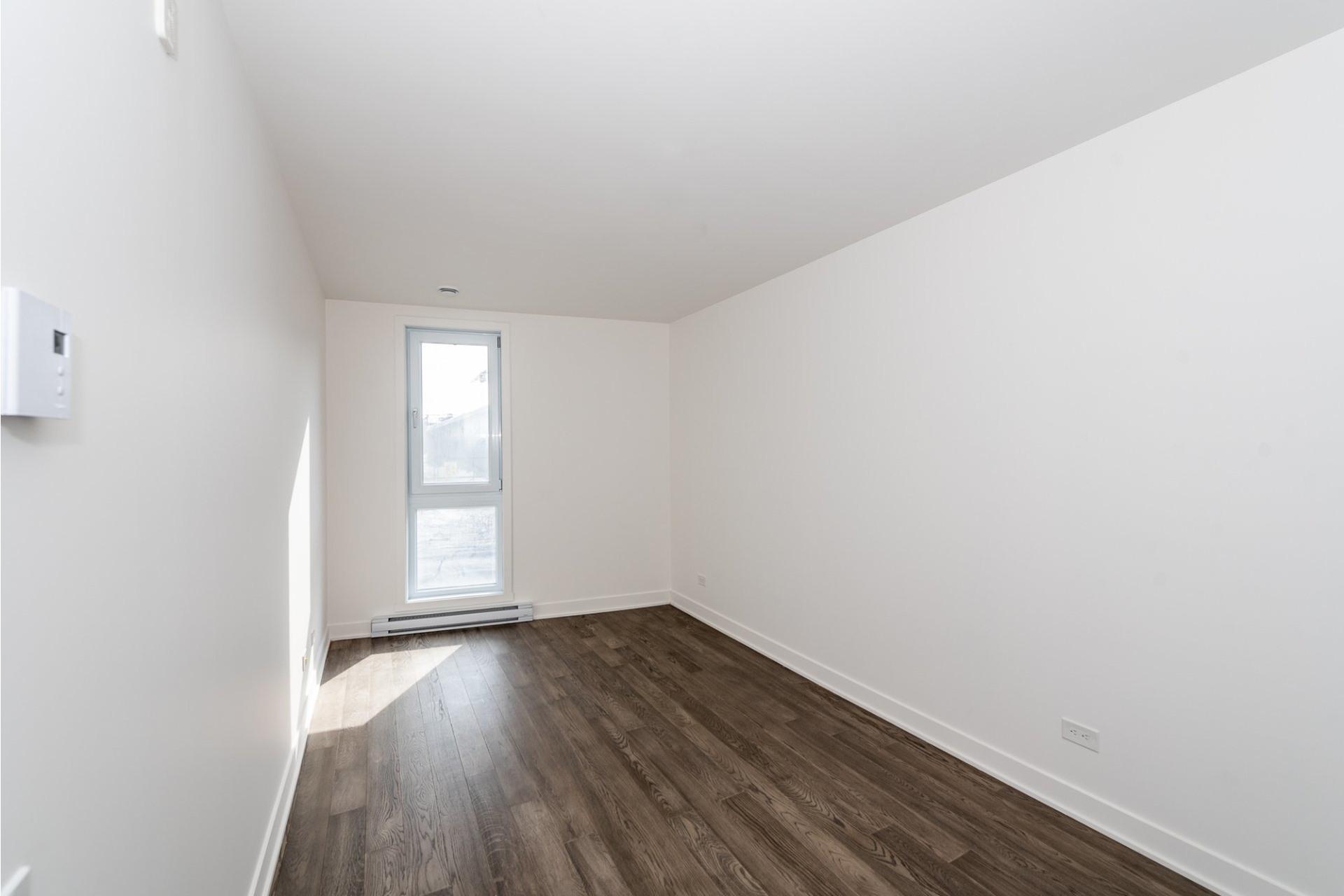 image 17 - Apartment For rent Villeray/Saint-Michel/Parc-Extension Montréal  - 5 rooms