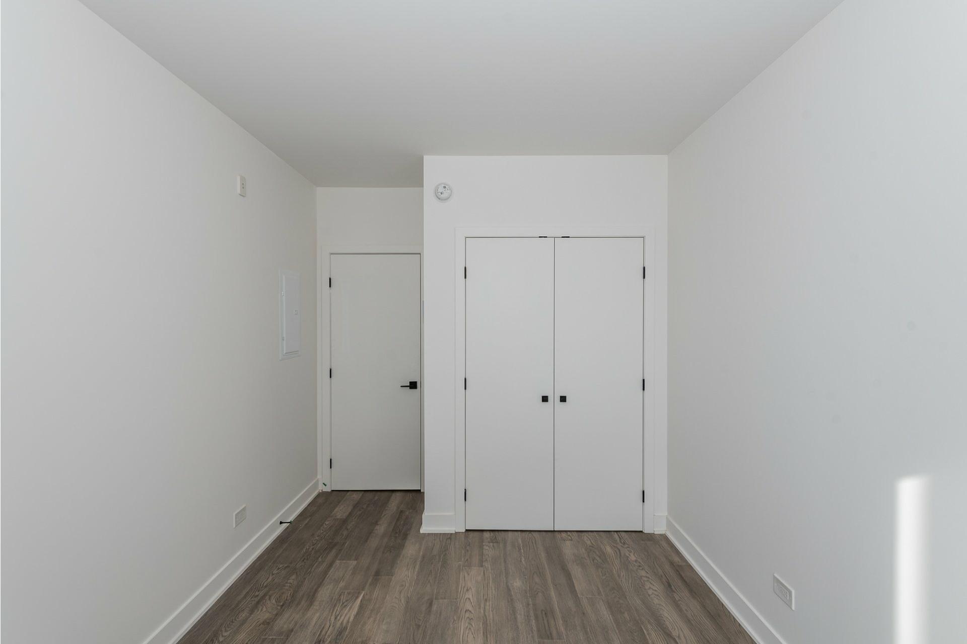 image 16 - Apartment For rent Villeray/Saint-Michel/Parc-Extension Montréal  - 5 rooms