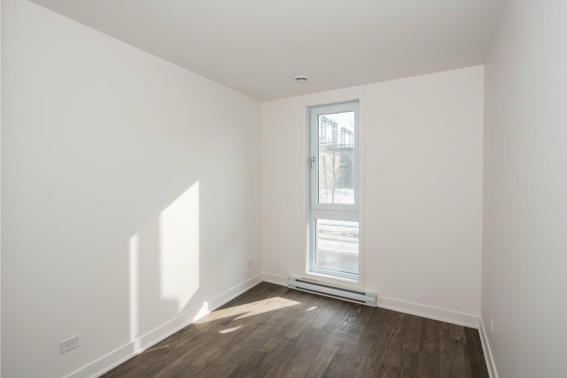 image 14 - Apartment For rent Villeray/Saint-Michel/Parc-Extension Montréal  - 5 rooms
