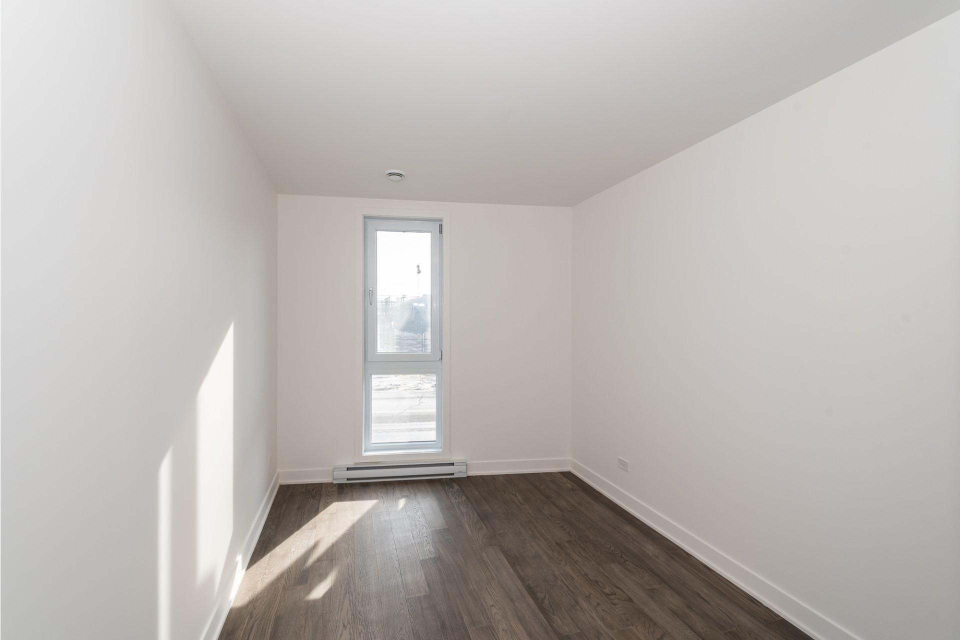 image 15 - Apartment For rent Villeray/Saint-Michel/Parc-Extension Montréal  - 5 rooms