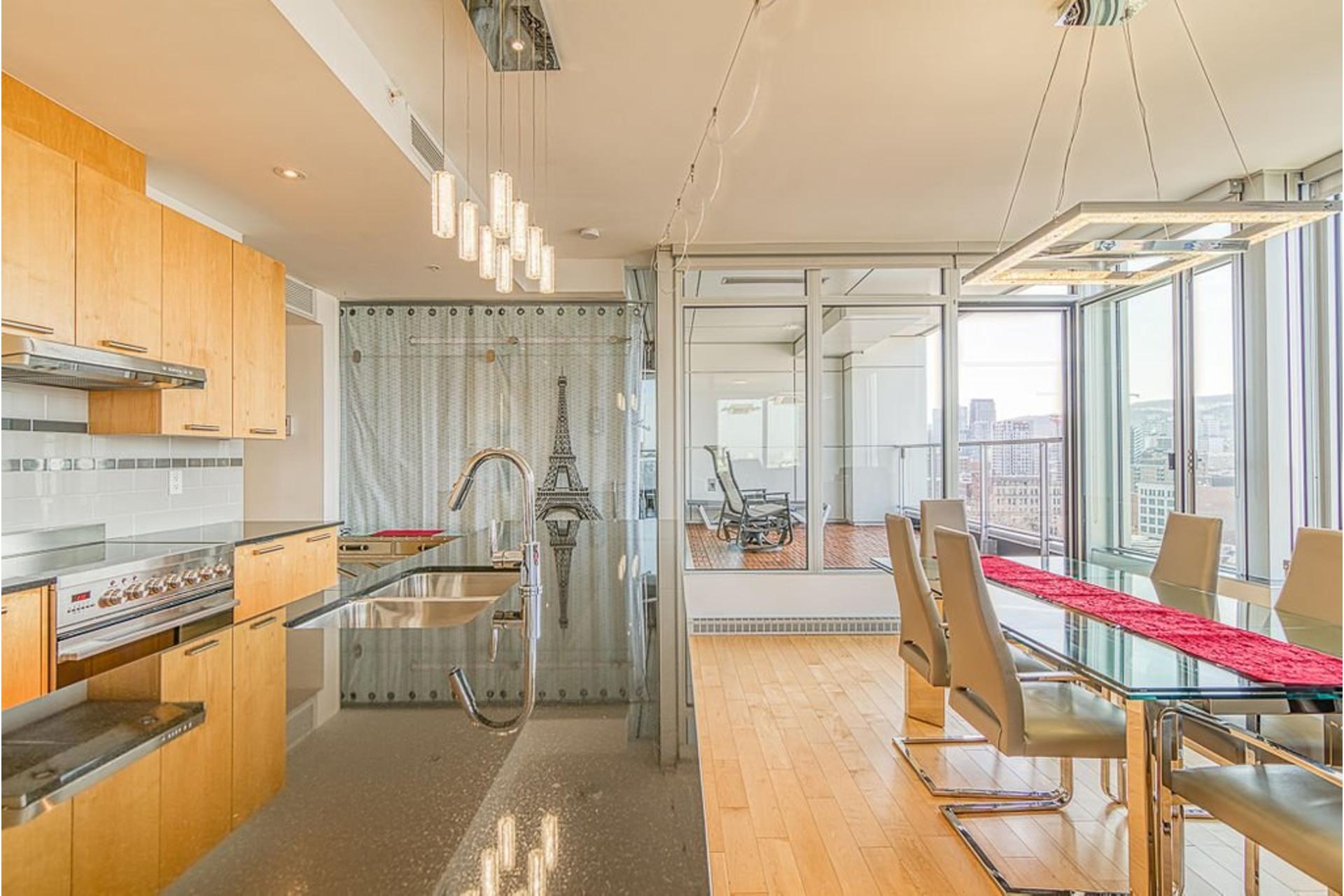 image 2 - Appartement À vendre Ville-Marie Montréal  - 7 pièces