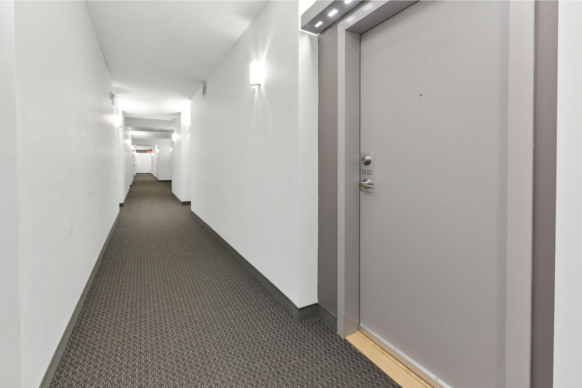 image 10 - Appartement À louer Ahuntsic-Cartierville Montréal  - 4 pièces