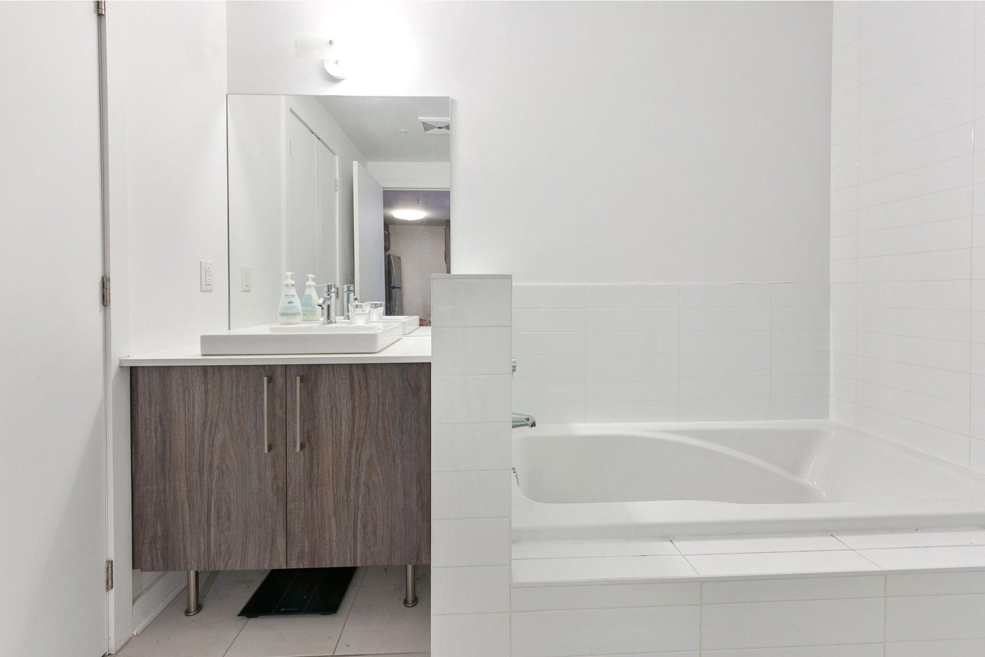 image 9 - Appartement À louer Ahuntsic-Cartierville Montréal  - 4 pièces