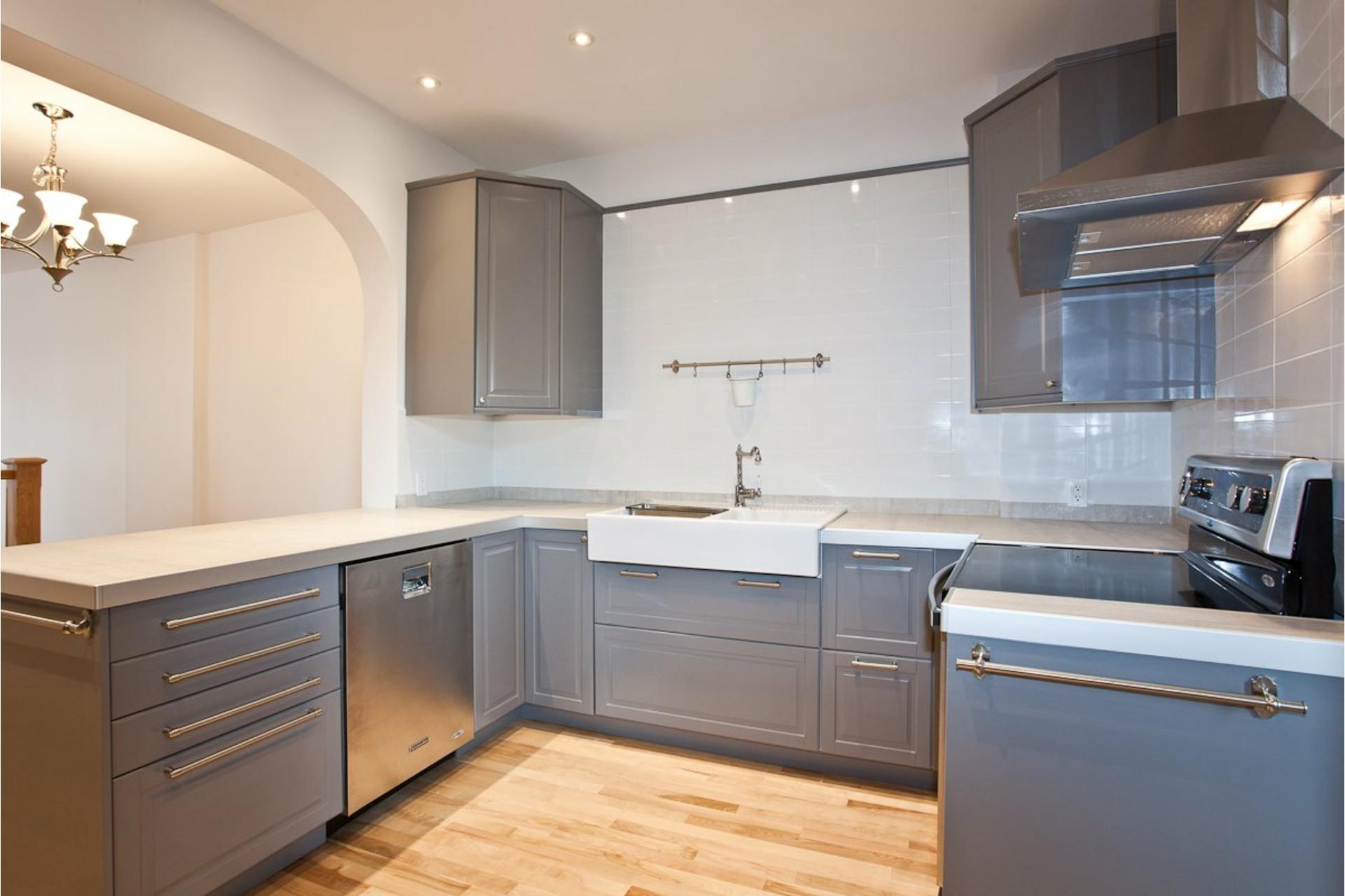 image 9 - Appartement À louer Côte-des-Neiges/Notre-Dame-de-Grâce Montréal  - 7 pièces