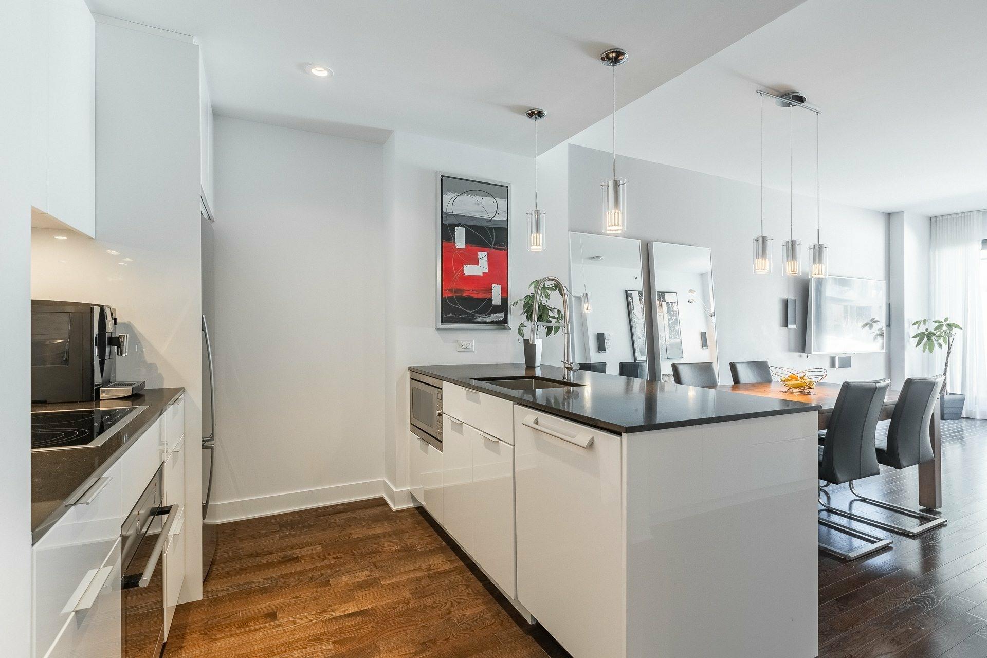 image 2 - Appartement À louer Le Sud-Ouest Montréal  - 9 pièces