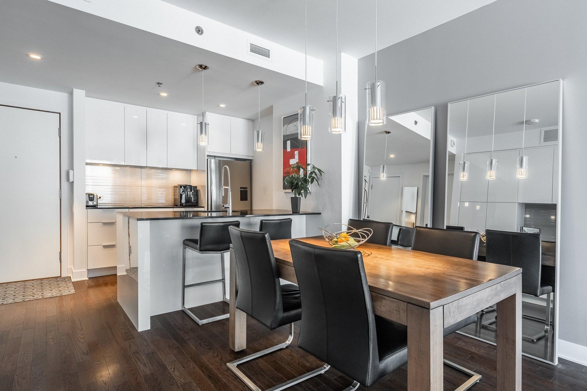 image 0 - Appartement À louer Le Sud-Ouest Montréal  - 9 pièces