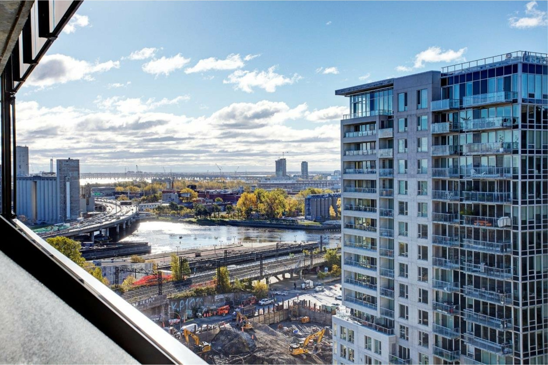 image 14 - Appartement À louer Le Sud-Ouest Montréal  - 6 pièces