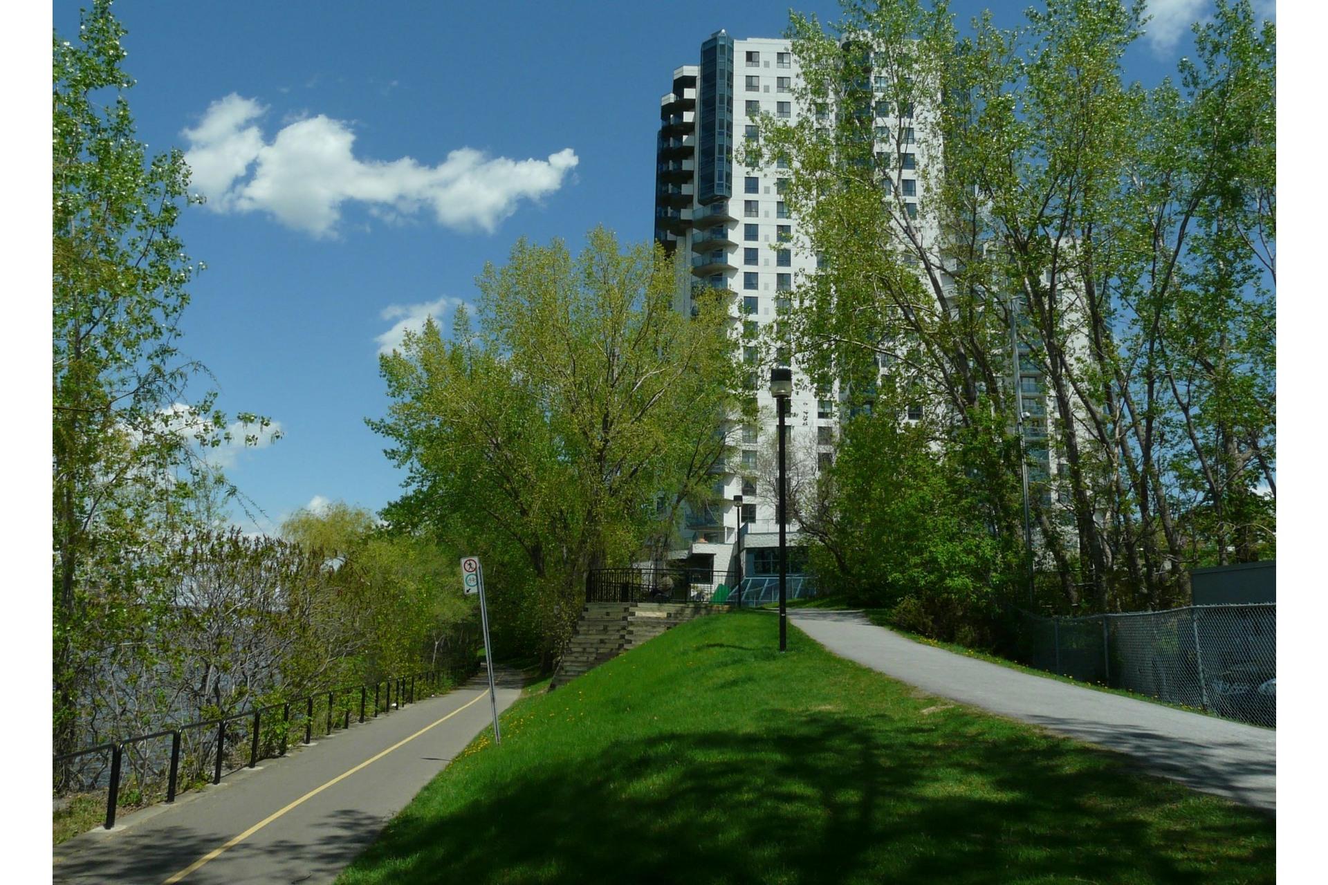 image 22 - Appartement À louer Montréal-Nord Montréal  - 4 pièces