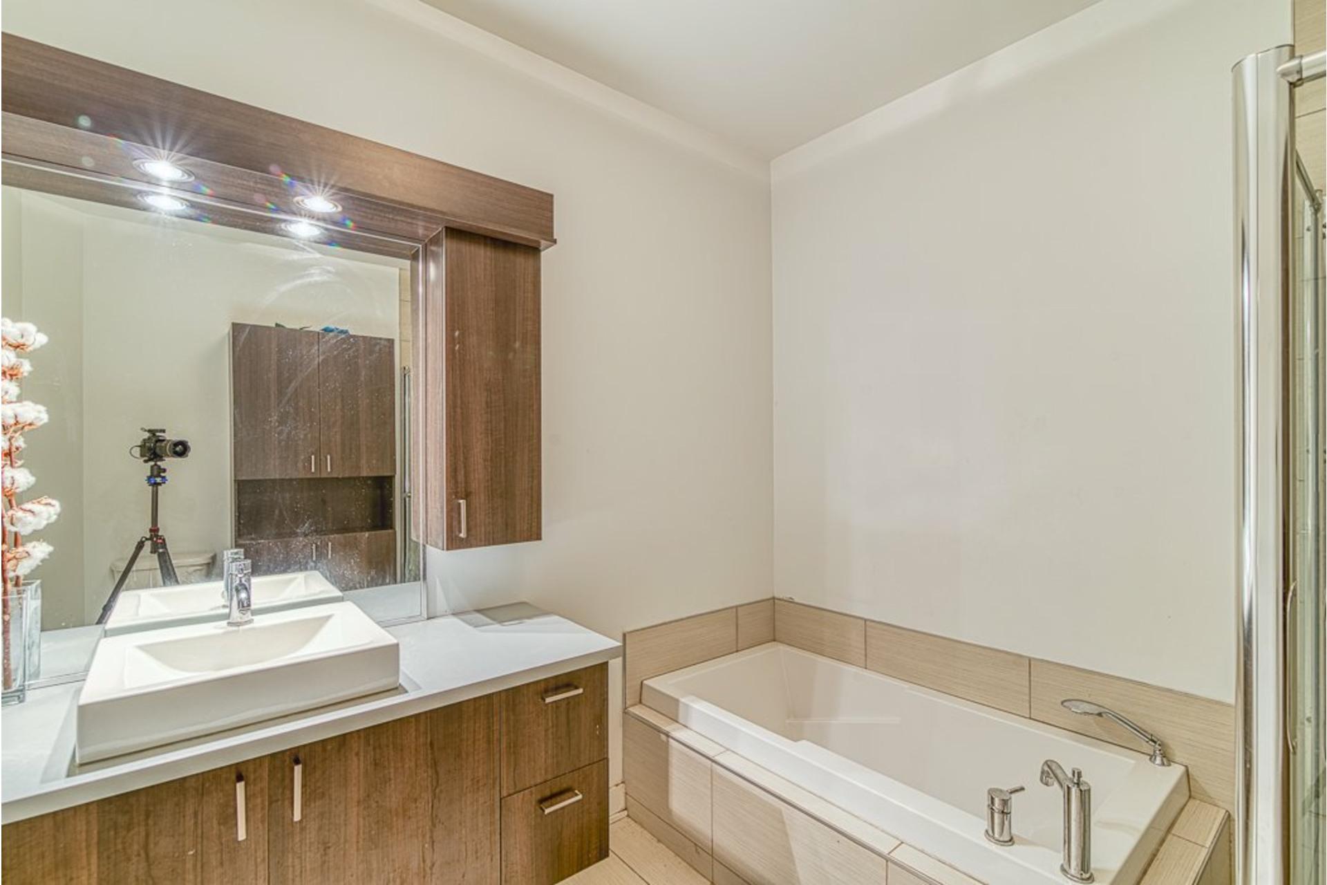 image 22 - Appartement À vendre Villeray/Saint-Michel/Parc-Extension Montréal  - 6 pièces