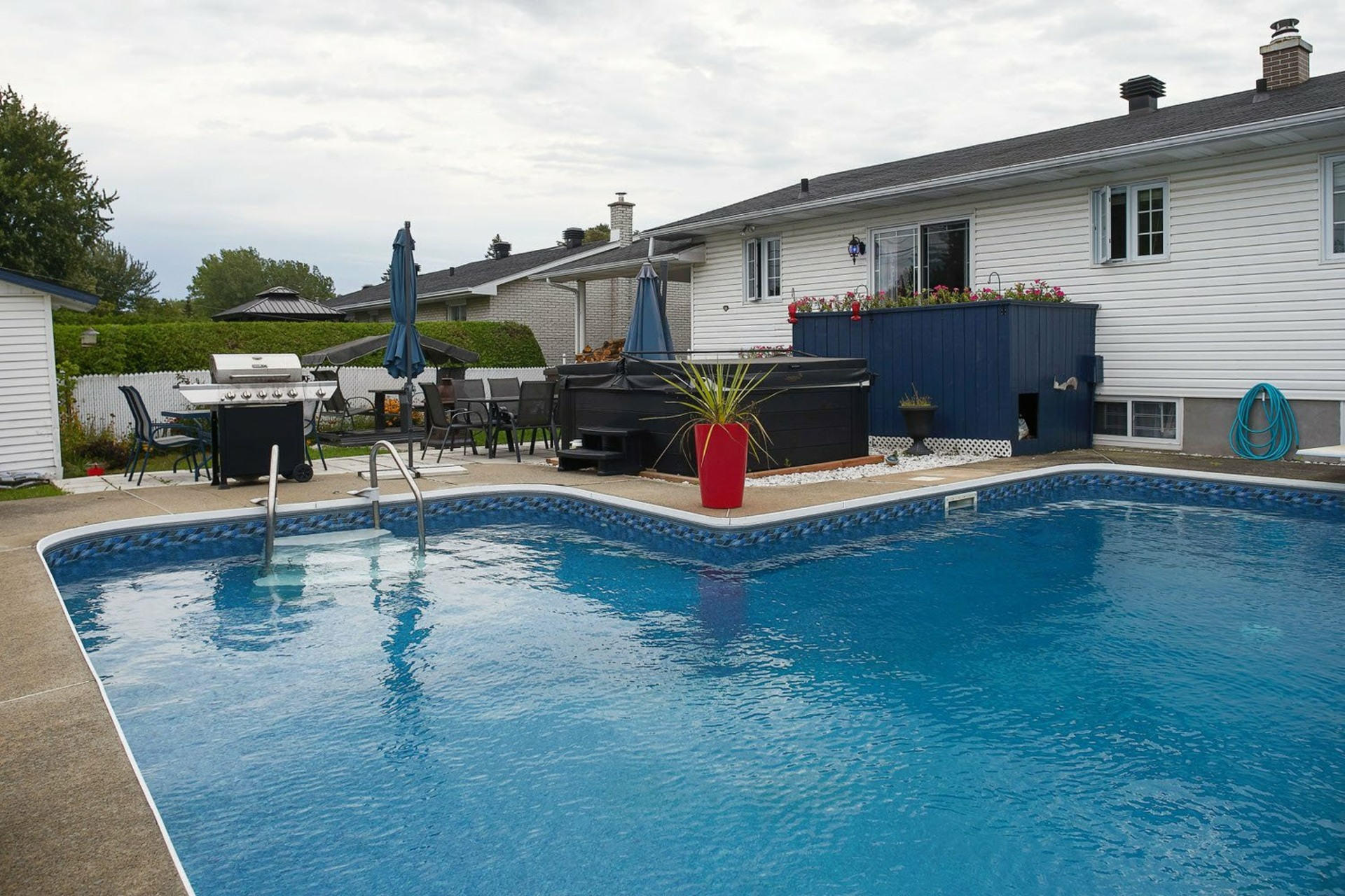 image 1 - House For sale Saint-Jean-sur-Richelieu - 7 rooms