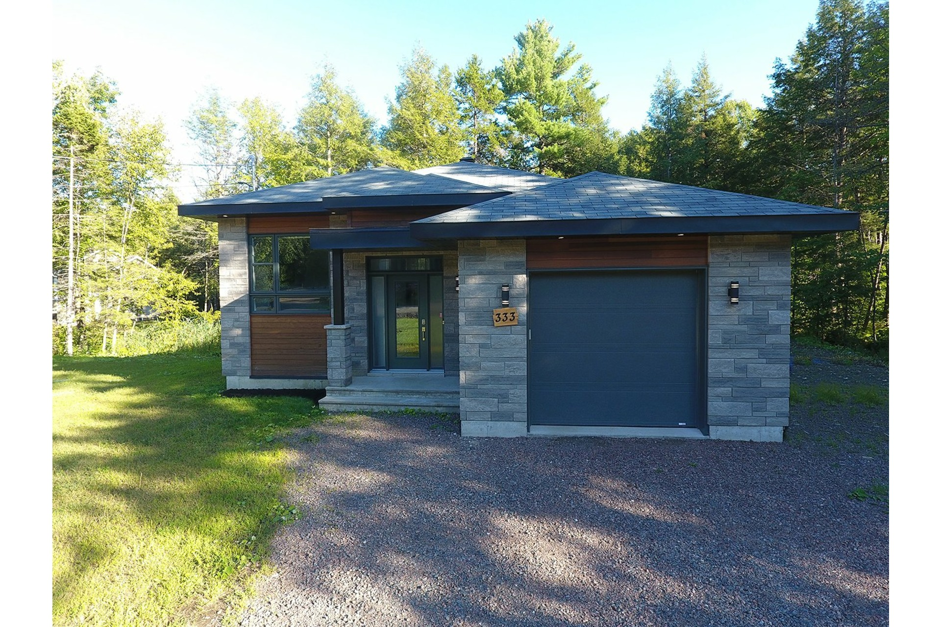 image 1 - House For sale Saint-Colomban - 11 rooms