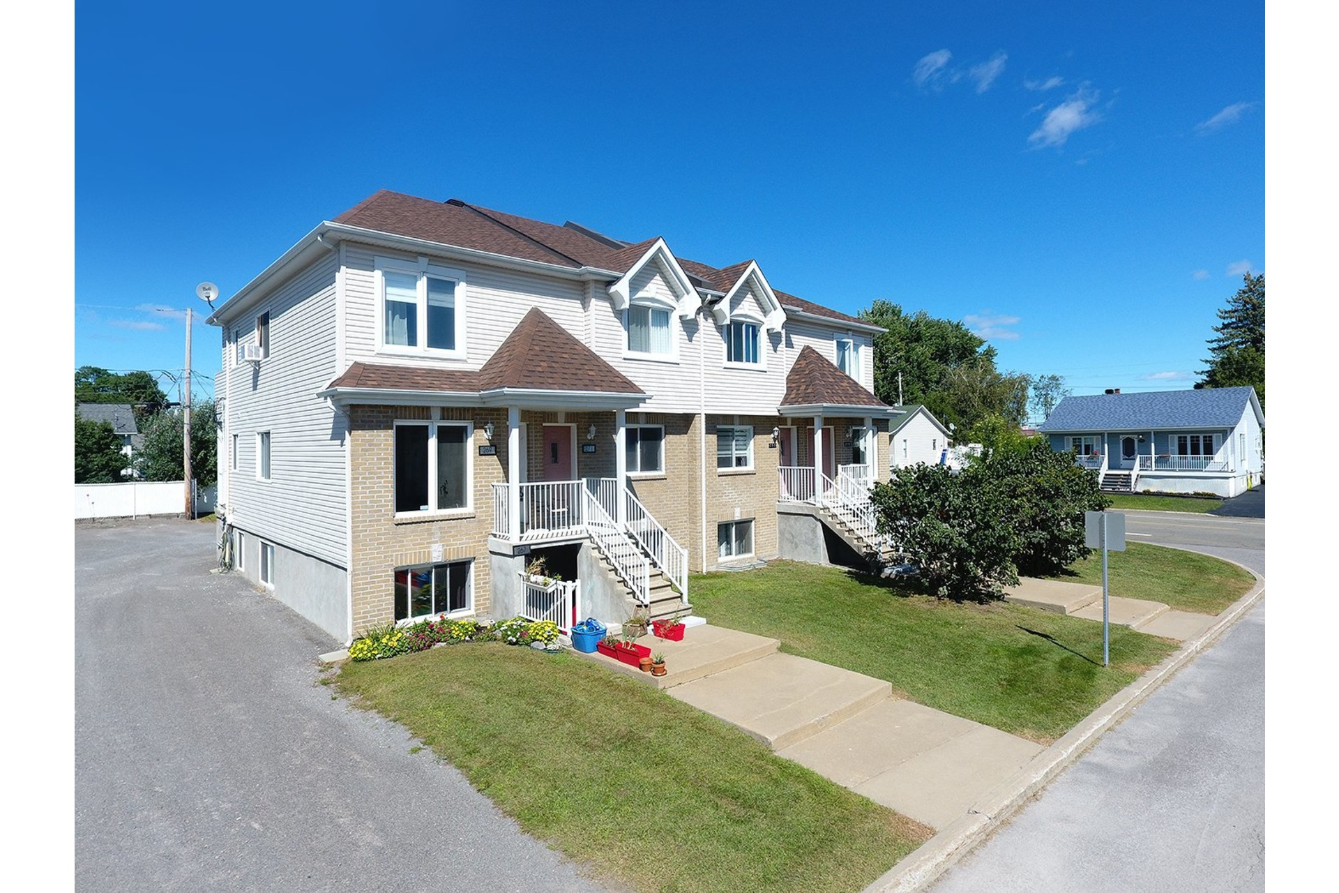 image 3 - Triplex For sale Saint-Lin/Laurentides - 4 rooms